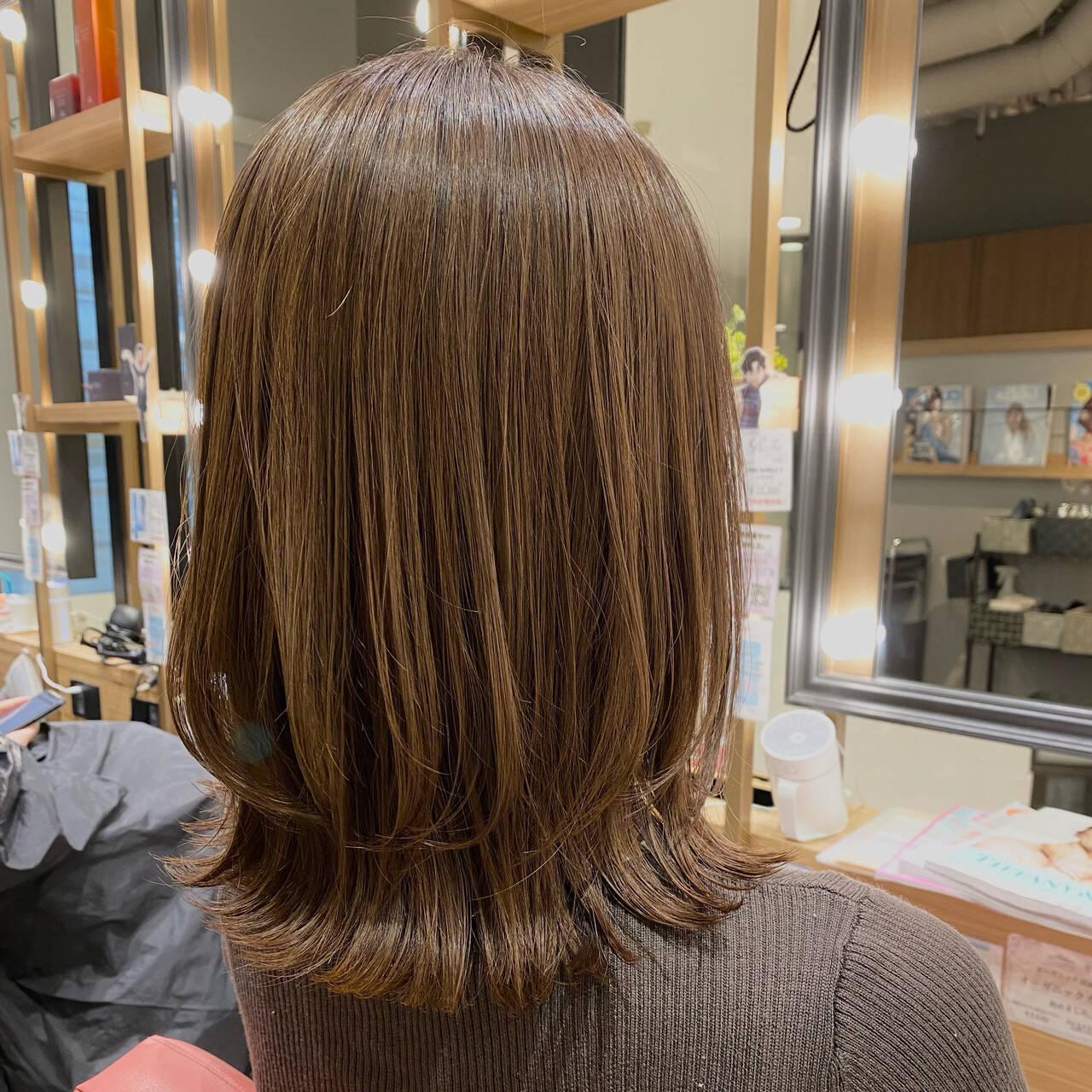 ミディアムレイヤー ミディアム ナチュラル レイヤーカットヘアスタイルや髪型の写真・画像