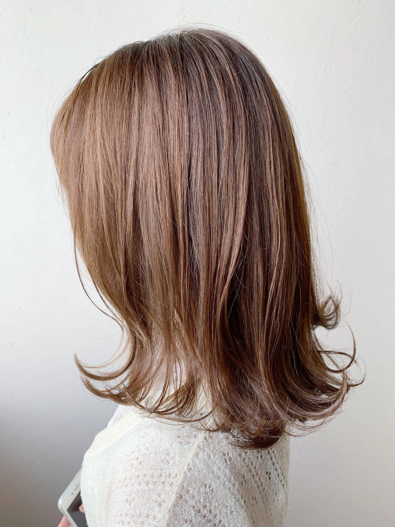 ハイライト 大人ハイライト 秋冬スタイル ミディアムヘアスタイルや髪型の写真・画像