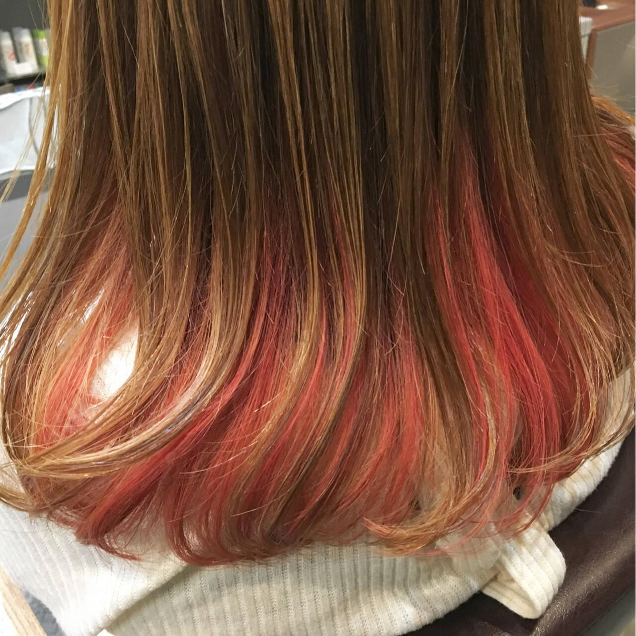 ピンク インナーカラー レッド セミロングヘアスタイルや髪型の写真・画像