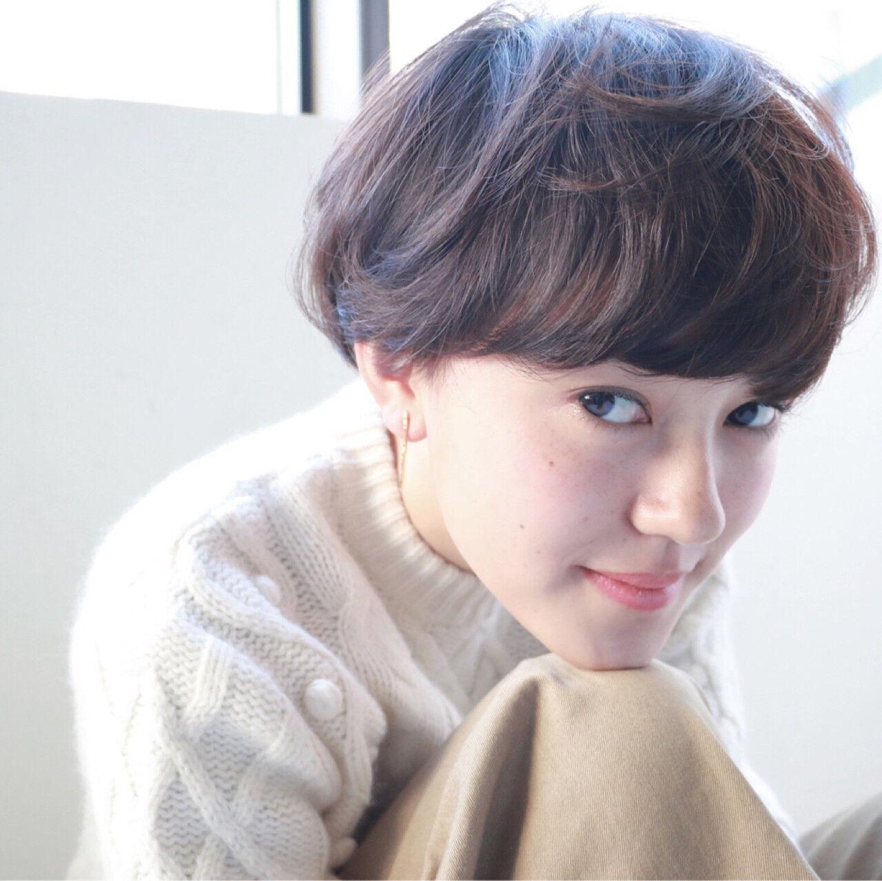 ショート 冬 透明感 前髪パーマヘアスタイルや髪型の写真・画像