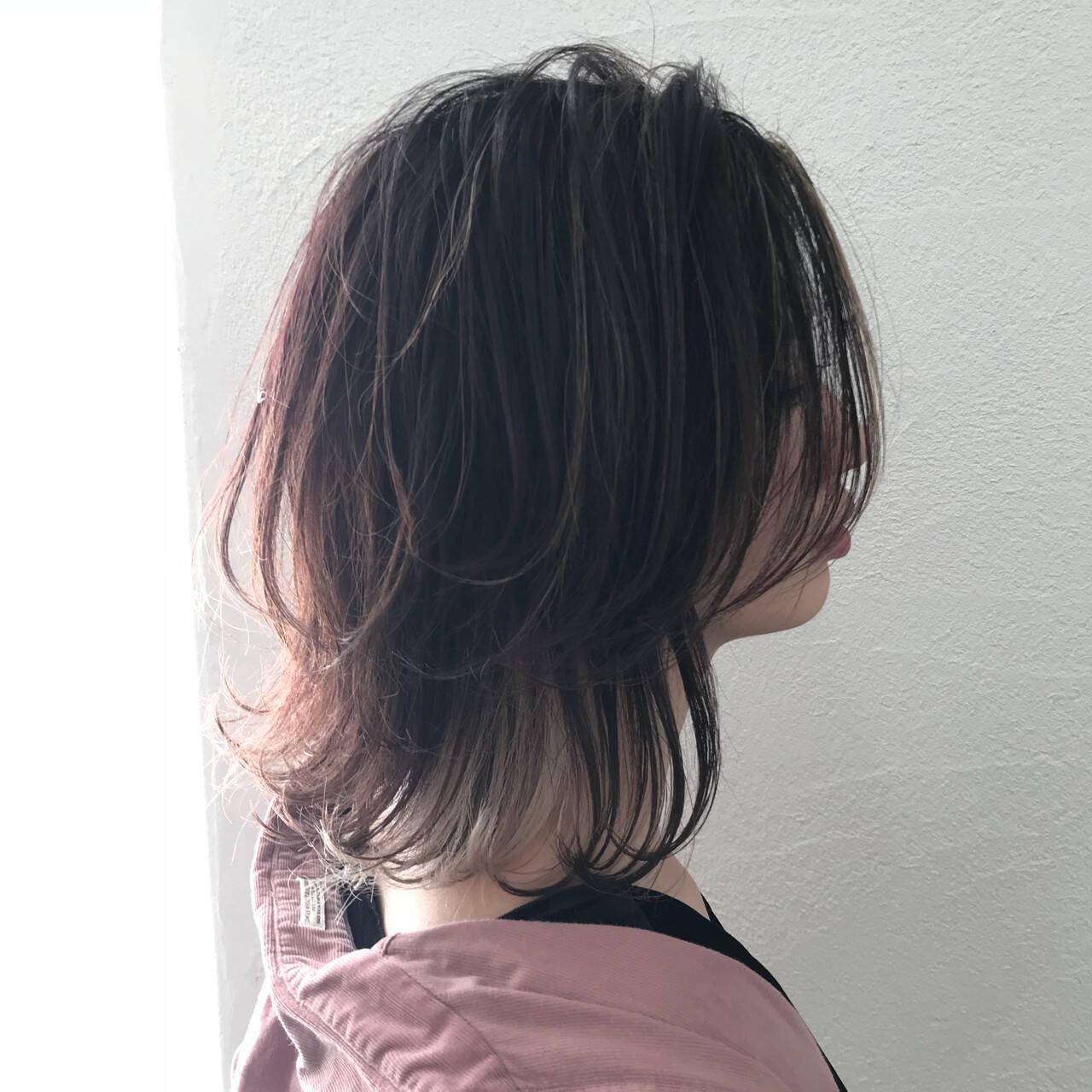 ウルフカット レイヤーカット ストリート インナーカラーヘアスタイルや髪型の写真・画像