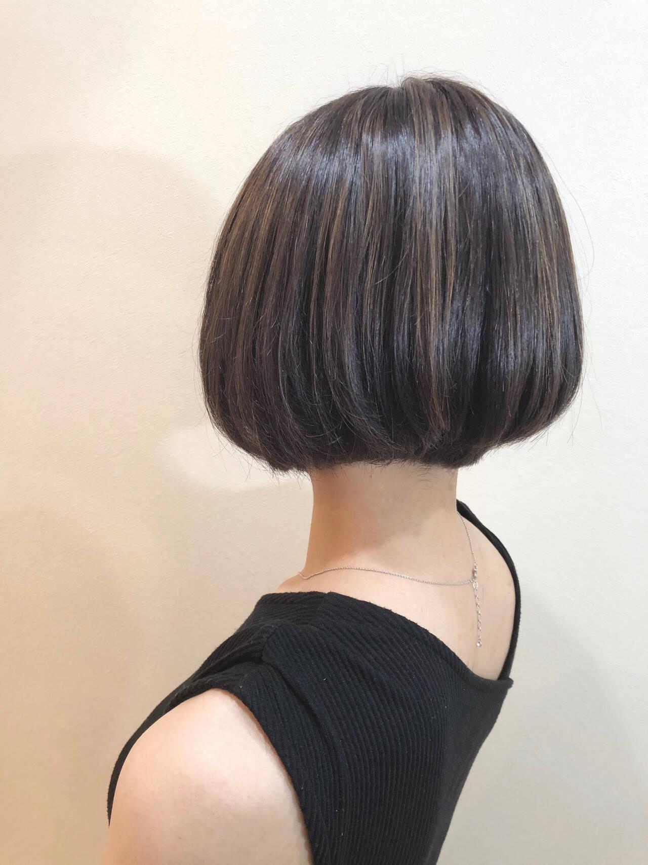 グレージュ 3Dハイライト エレガント ショートヘアスタイルや髪型の写真・画像