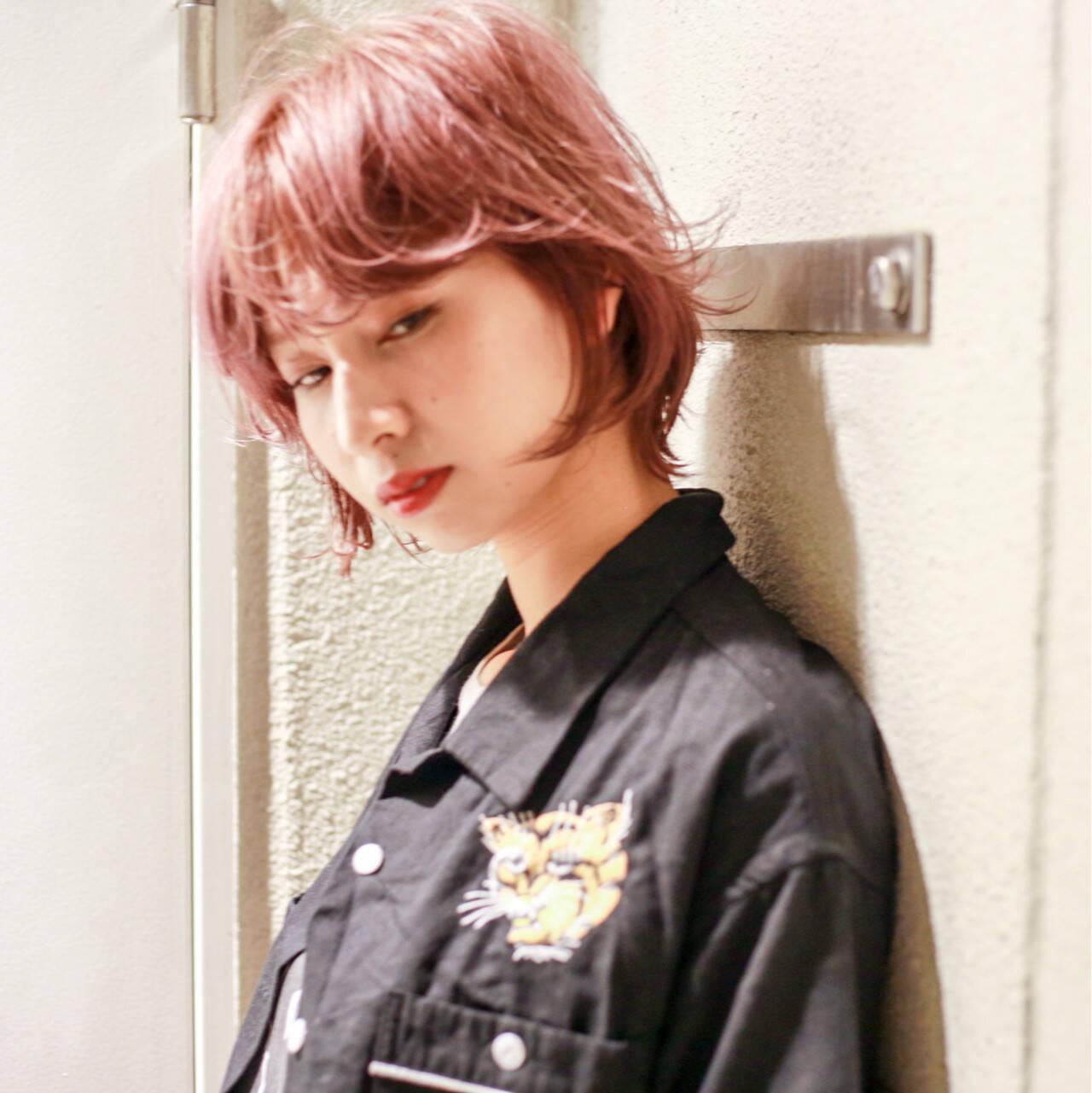 ミディアム ハイライト ウルフカット ウェットヘアヘアスタイルや髪型の写真・画像