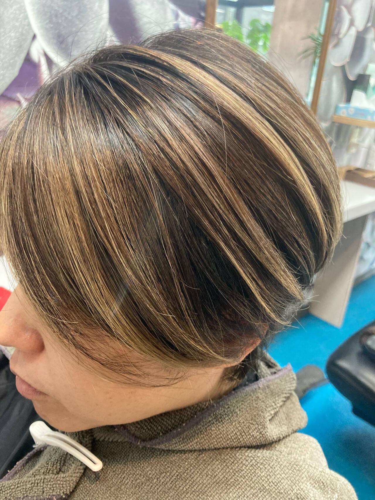 ストリート ミルクティーベージュ バレイヤージュ ショートヘアスタイルや髪型の写真・画像