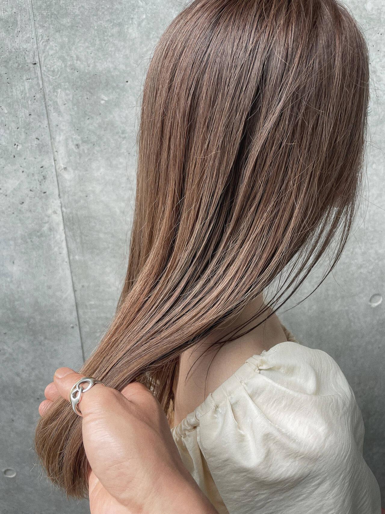外国人風 ロング ベージュ ブリーチヘアスタイルや髪型の写真・画像