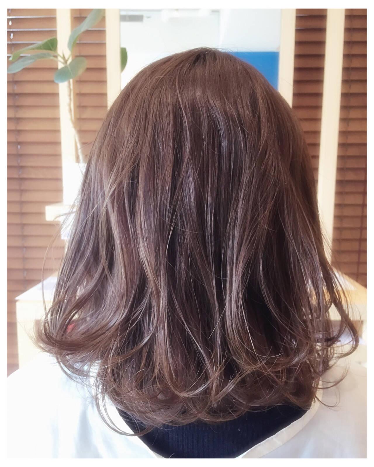 ミディアム 外国人風 ラベンダーアッシュ ストリートヘアスタイルや髪型の写真・画像