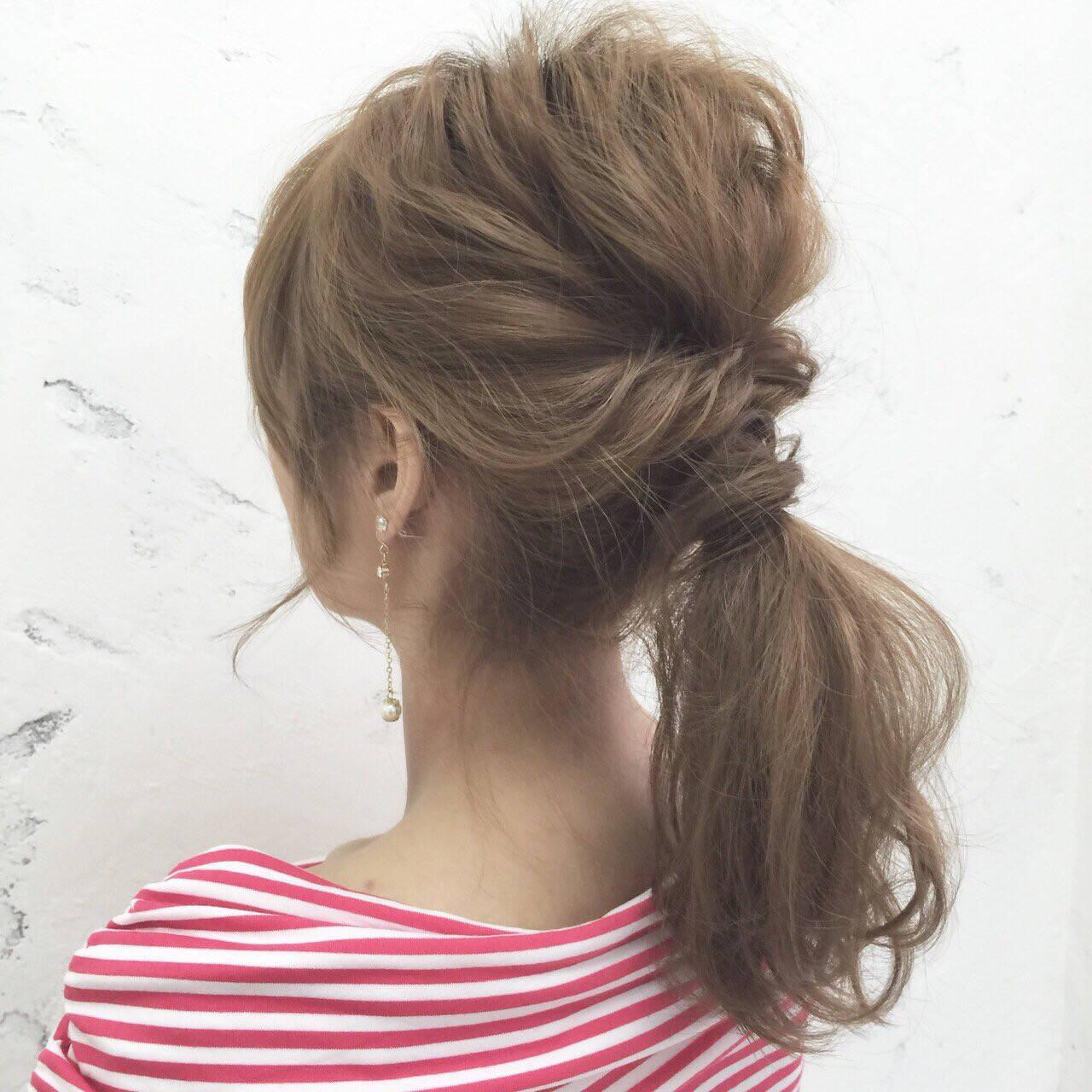 簡単ヘアアレンジ セミロング ゆるふわ フェミニンヘアスタイルや髪型の写真・画像