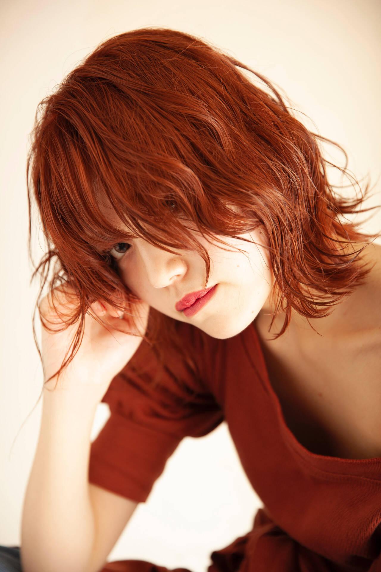 ミディアム ネオウルフ オレンジカラー オレンジベージュヘアスタイルや髪型の写真・画像