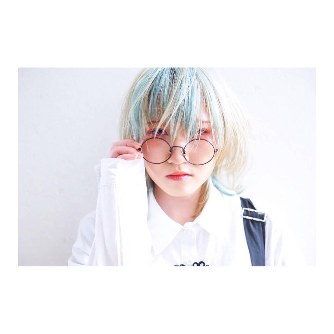 セミロング モード ハイトーンカラー ウルフカットヘアスタイルや髪型の写真・画像