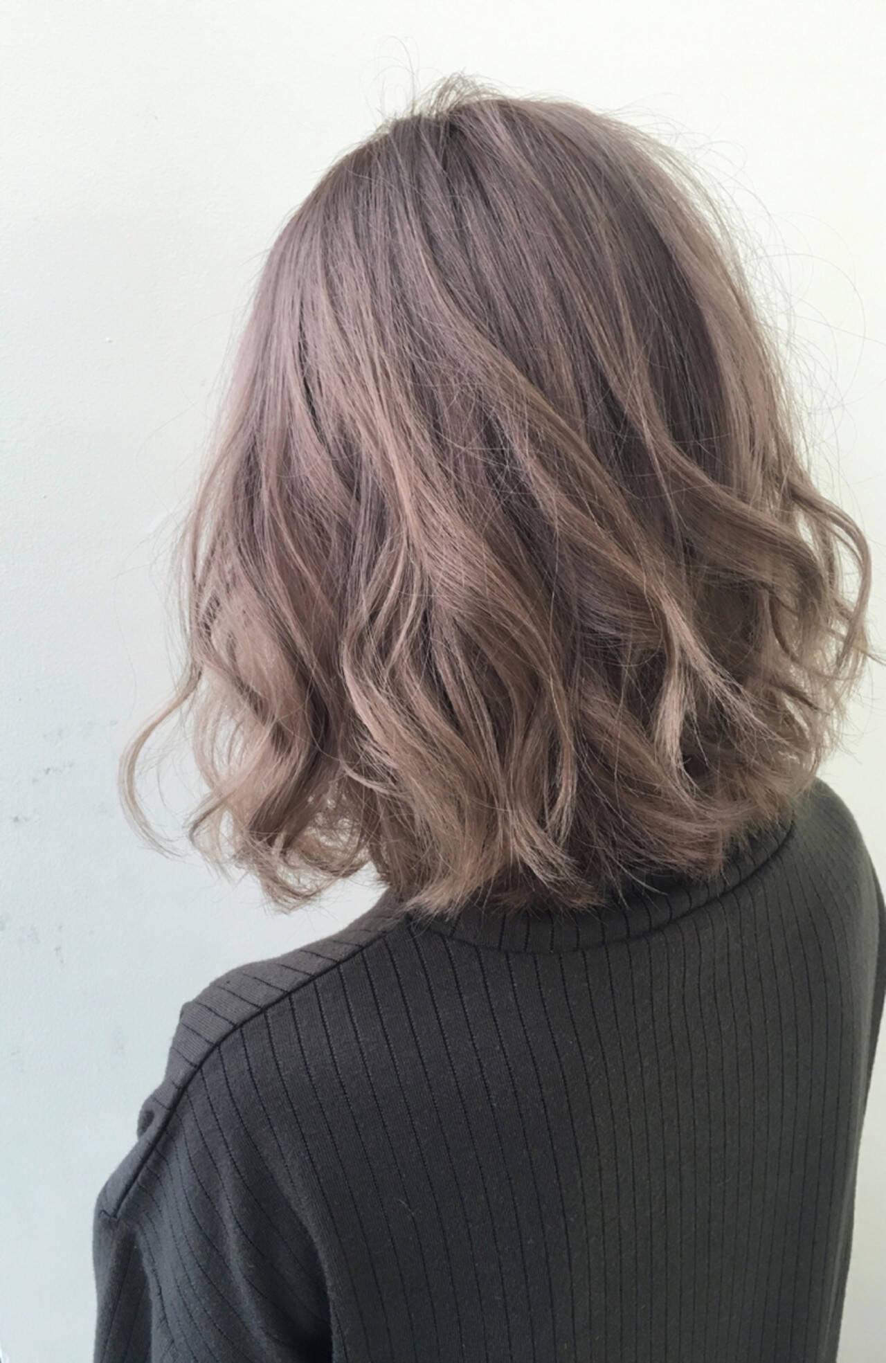 ミディアム ナチュラル オフィス デートヘアスタイルや髪型の写真・画像