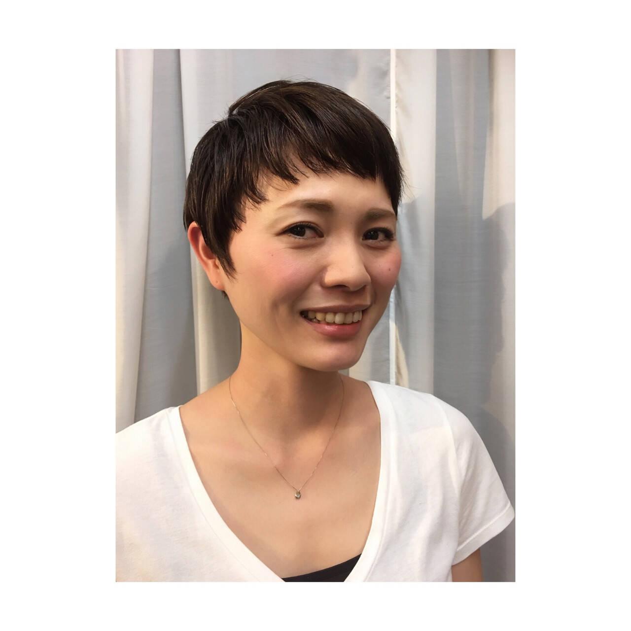 小顔 モード 黒髪 ベリーショートヘアスタイルや髪型の写真・画像