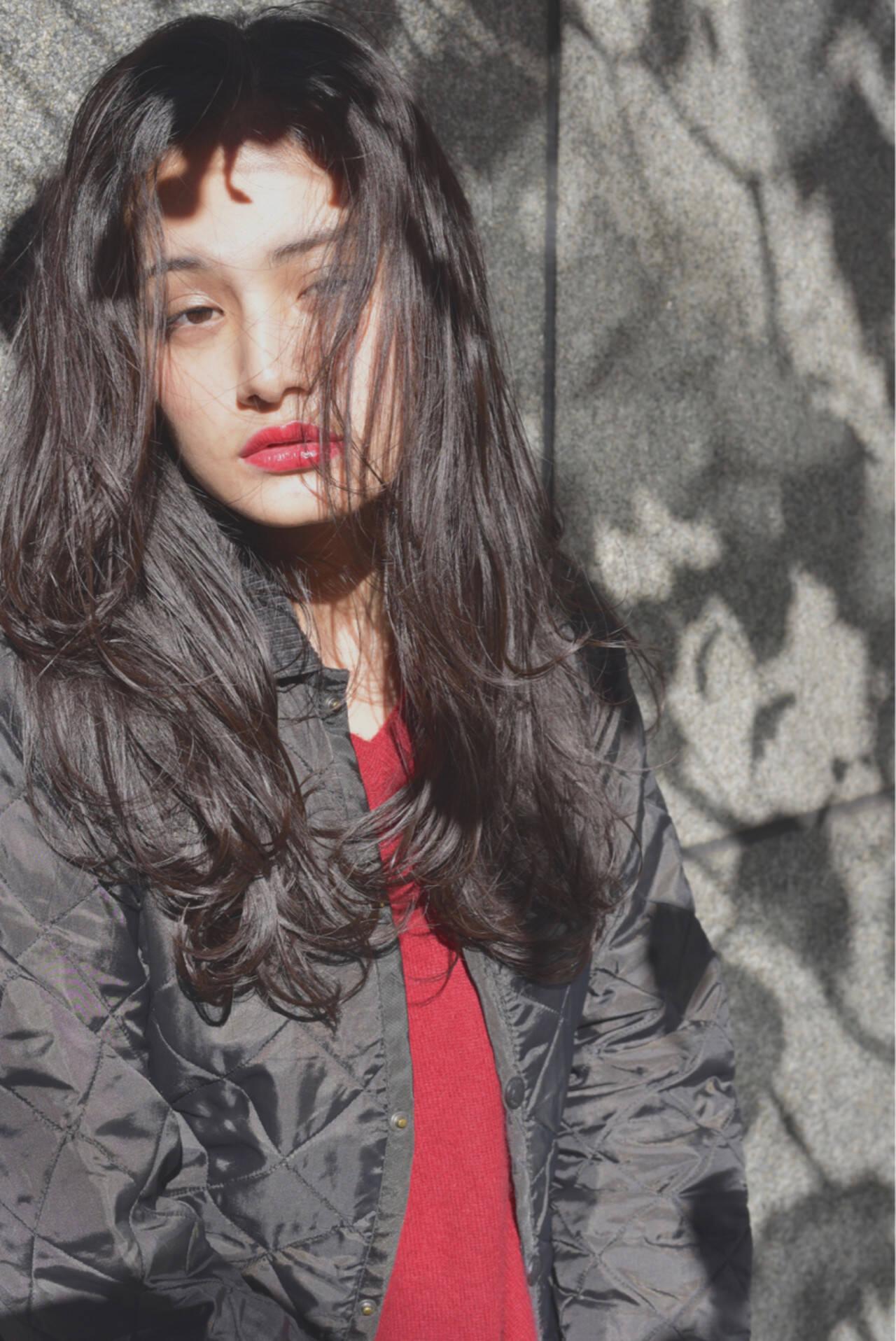 ウェットヘア ゆるふわ ロング ストリートヘアスタイルや髪型の写真・画像