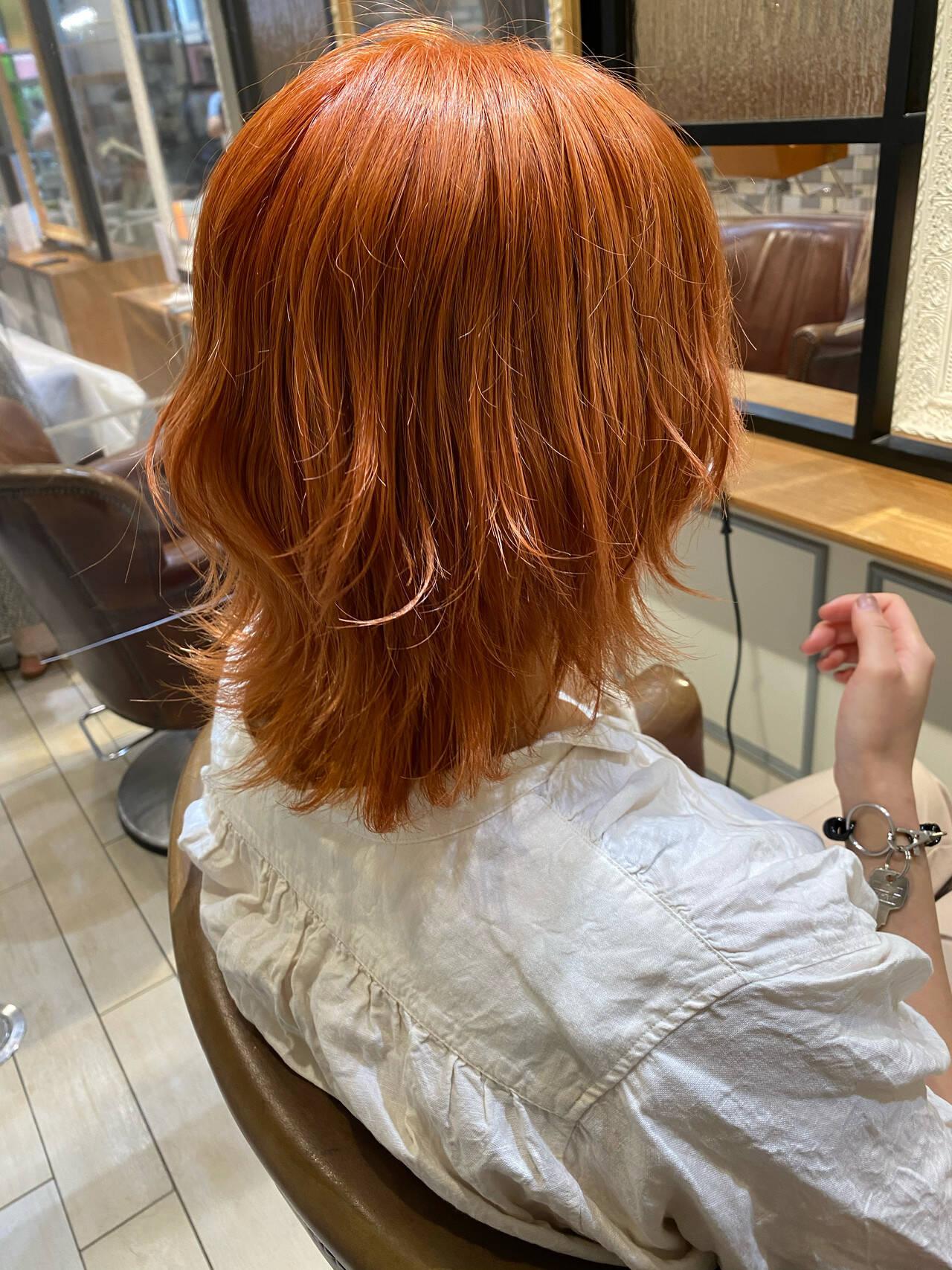 アプリコットオレンジ ハイトーン ウルフカット 外ハネヘアスタイルや髪型の写真・画像