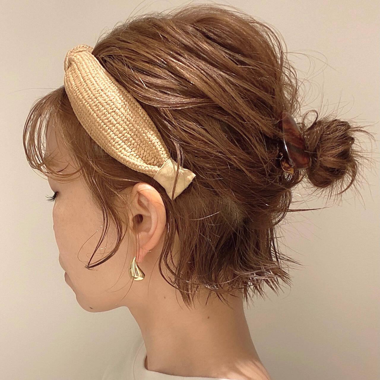 ボブ ショートボブ ナチュラル カチューシャヘアスタイルや髪型の写真・画像