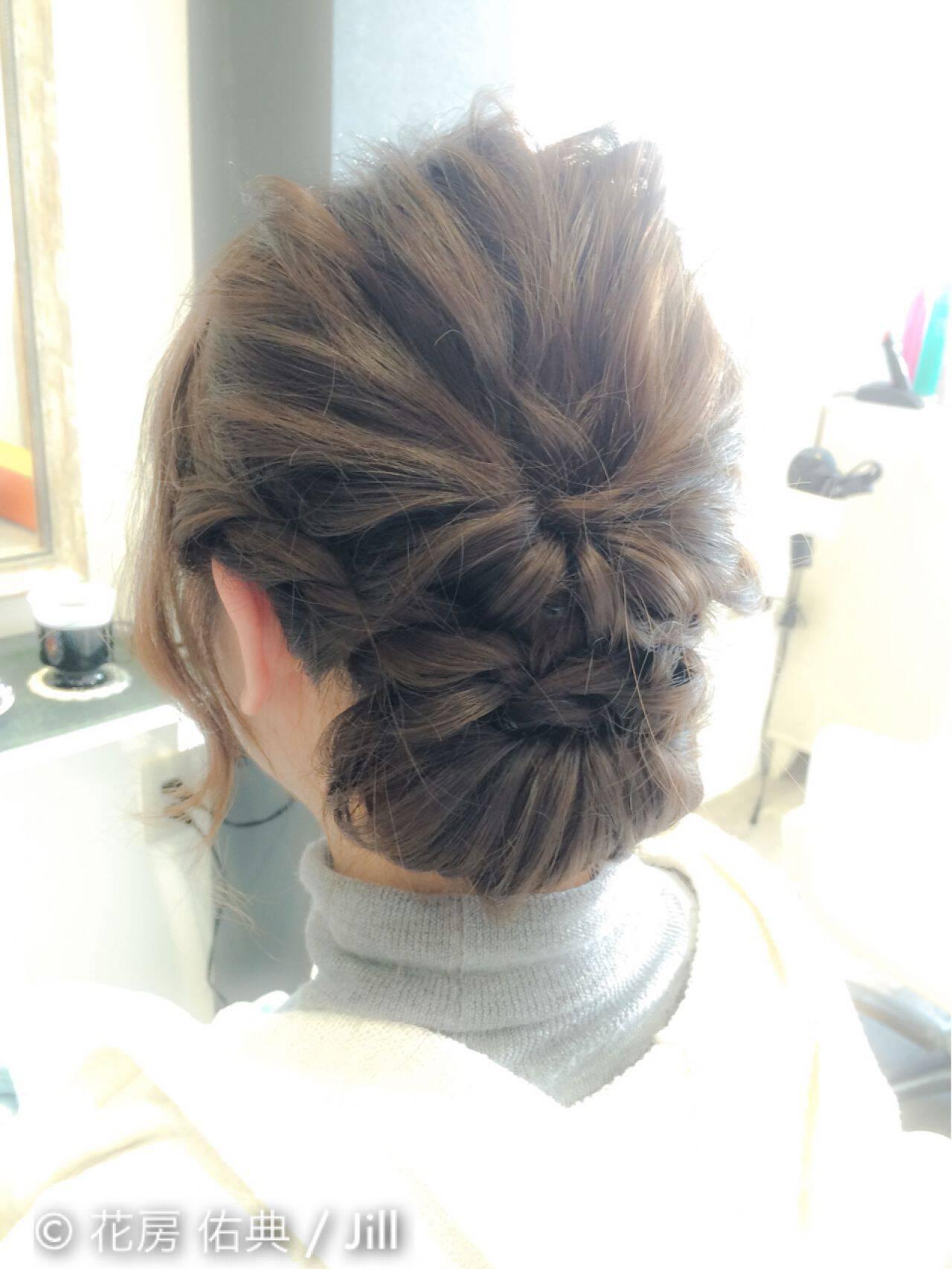 コンサバ くるりんぱ ねじり 波ウェーブヘアスタイルや髪型の写真・画像