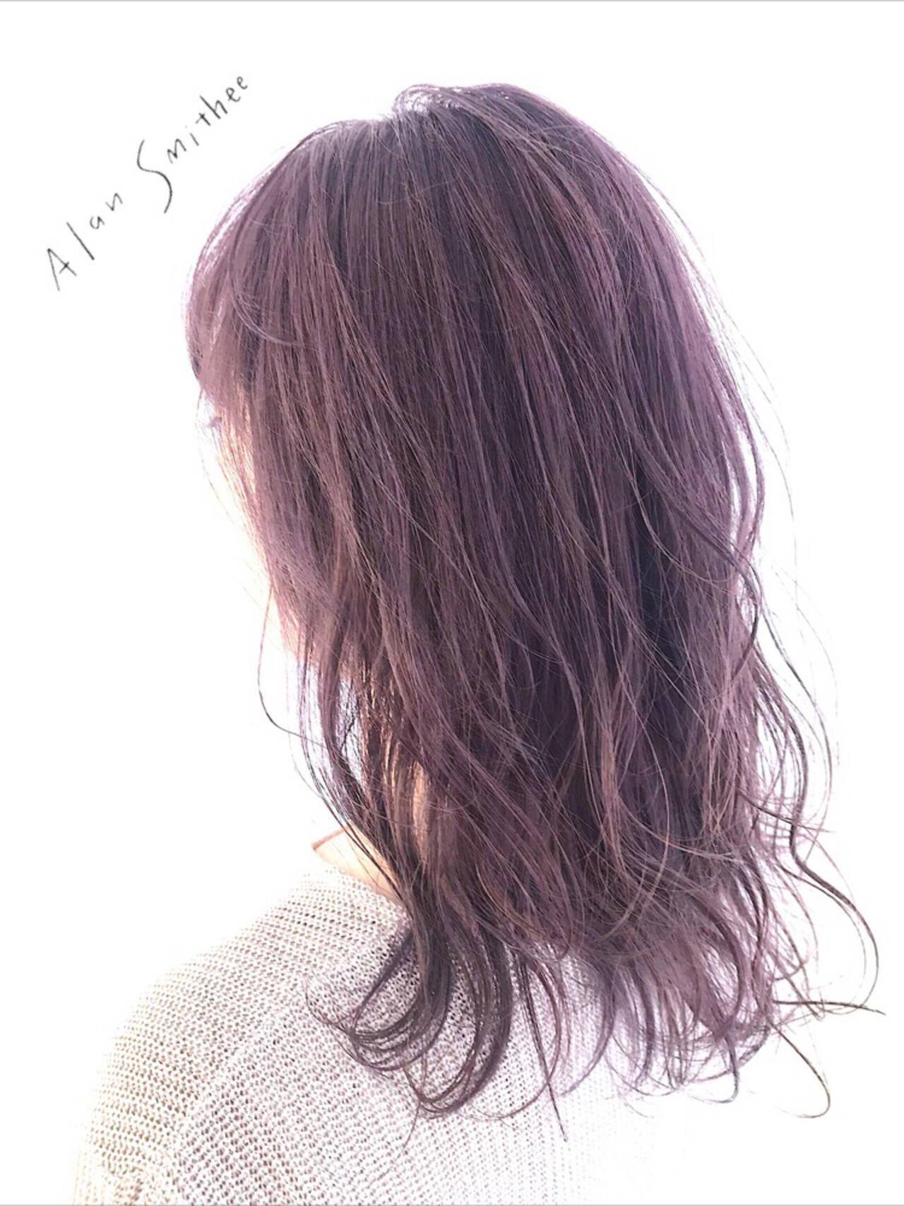 ピンクベージュ ラベンダーピンク ピンクアッシュ ロングヘアスタイルや髪型の写真・画像