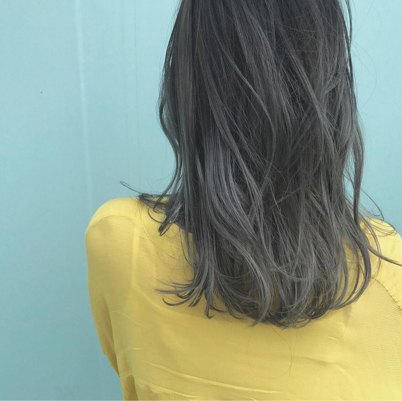 ロング グレージュ グラデーションカラー ストリートヘアスタイルや髪型の写真・画像