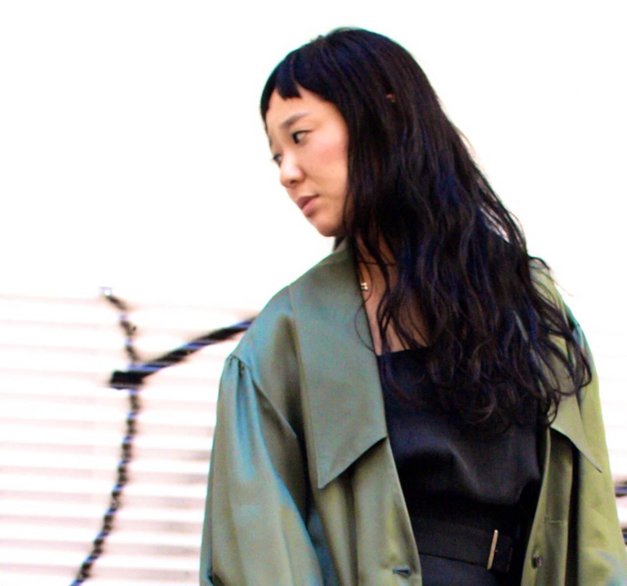 ロング 前髪パッツン サロンモデル ナチュラルヘアスタイルや髪型の写真・画像