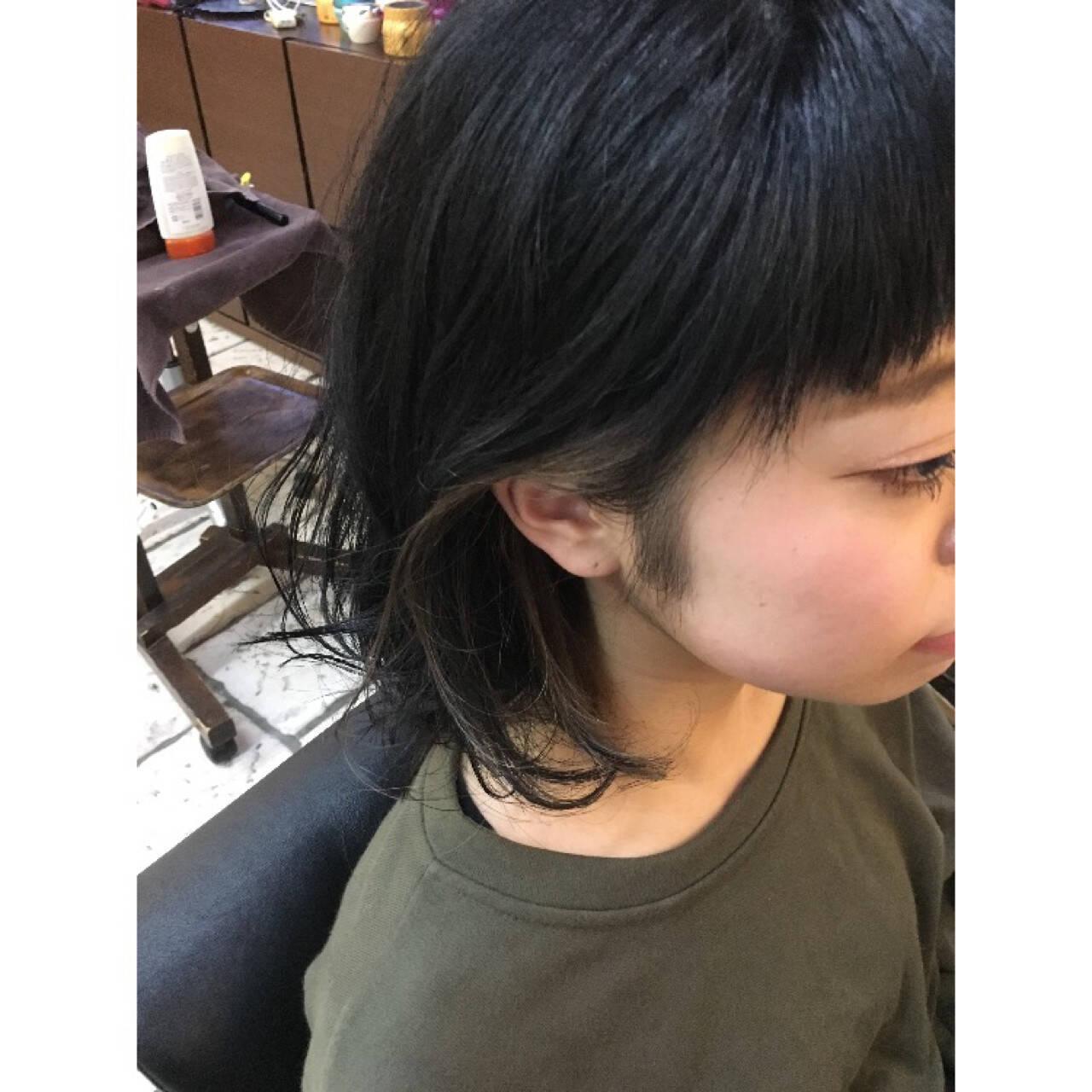 黒髪 インナーカラー ミディアム アッシュヘアスタイルや髪型の写真・画像