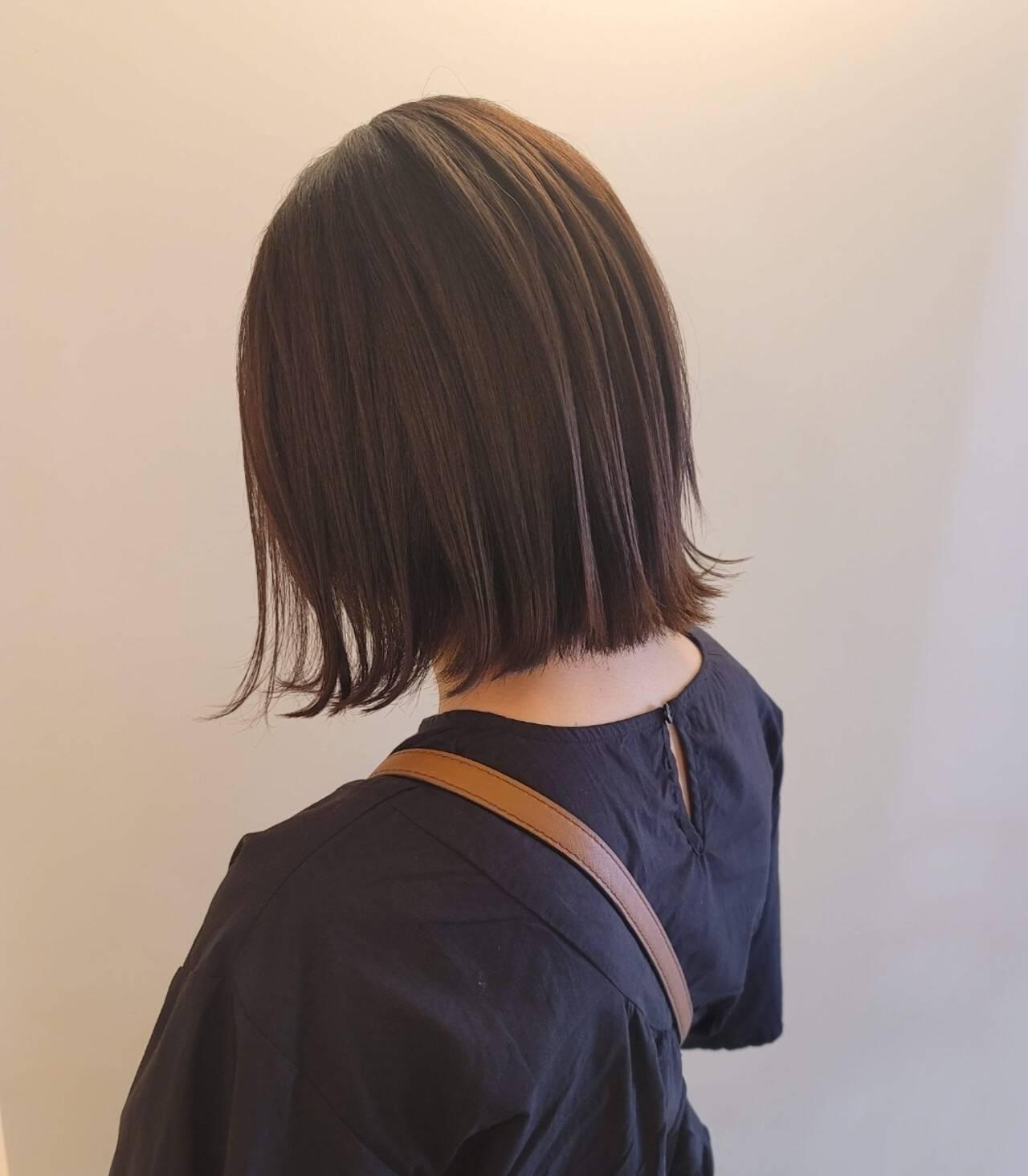 ナチュラル 前下がりヘア ヘアカット 切りっぱなしボブヘアスタイルや髪型の写真・画像