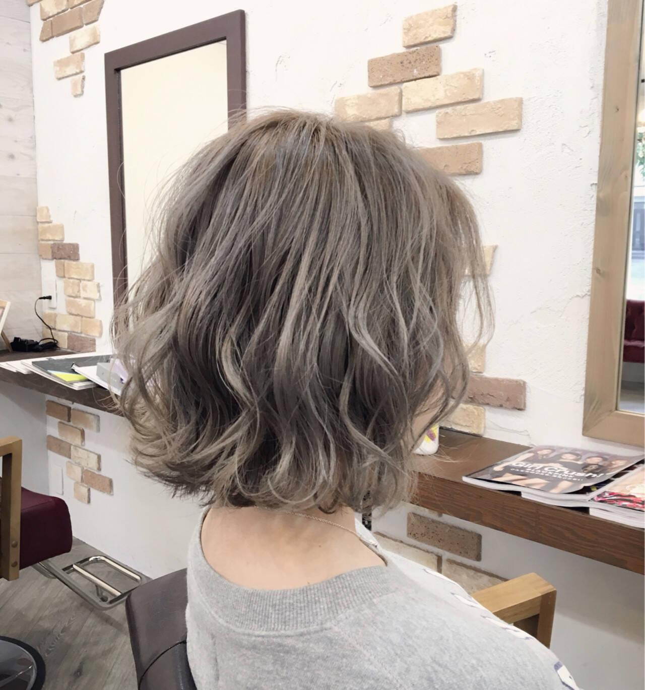 ホワイトアッシュ ウェーブ ゆるふわ 大人かわいいヘアスタイルや髪型の写真・画像