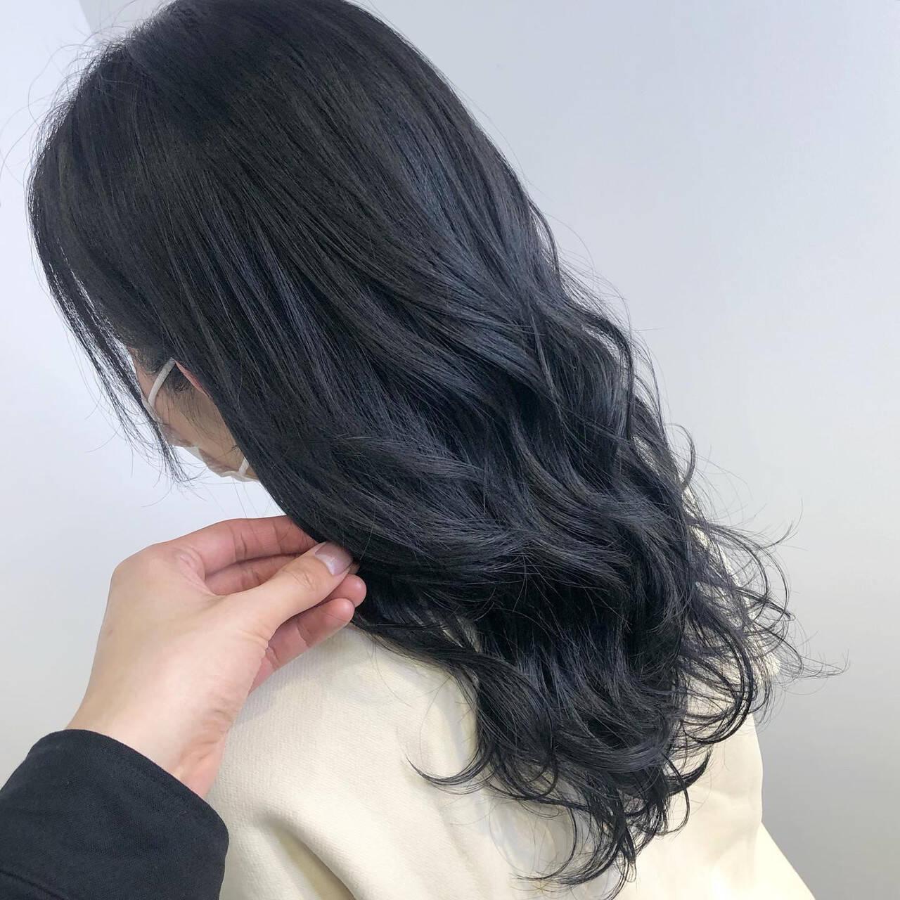 最新トリートメント ブルーブラック ネイビーブルー ナチュラルヘアスタイルや髪型の写真・画像