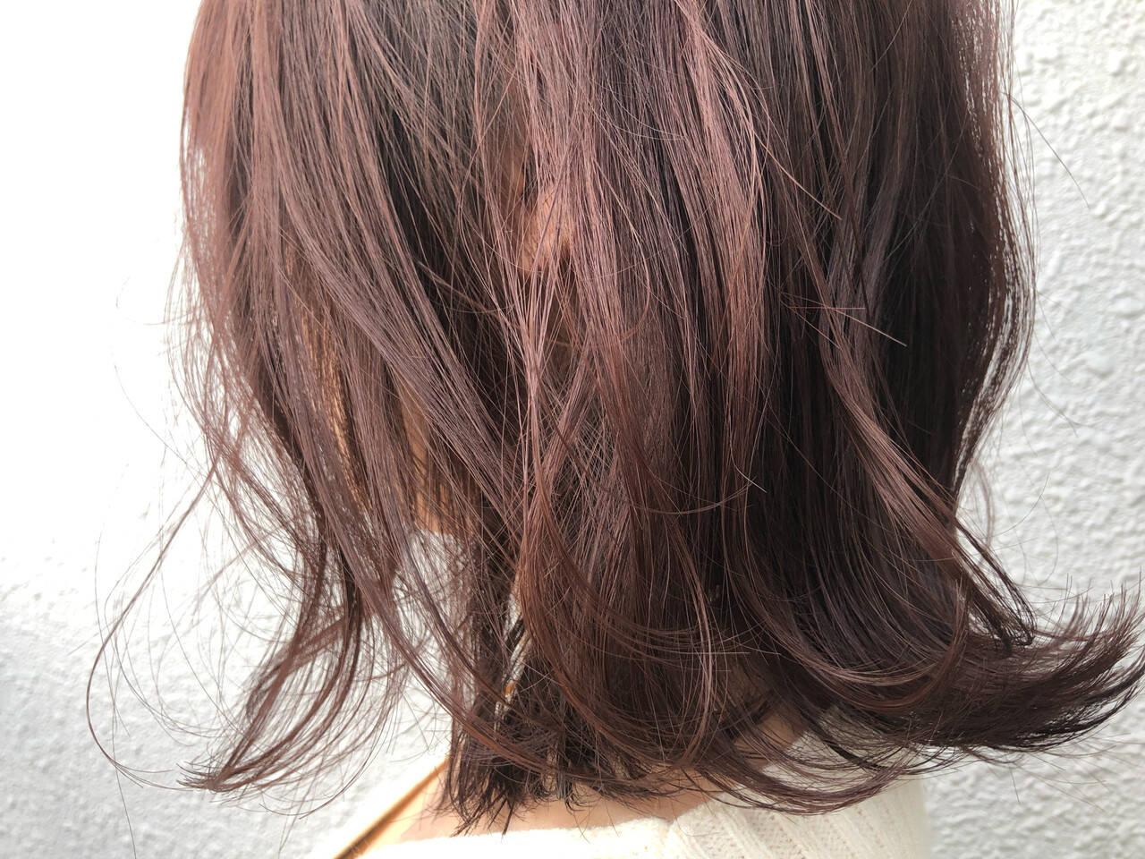 ナチュラル ミディアム ベリーピンク 切りっぱなしボブヘアスタイルや髪型の写真・画像