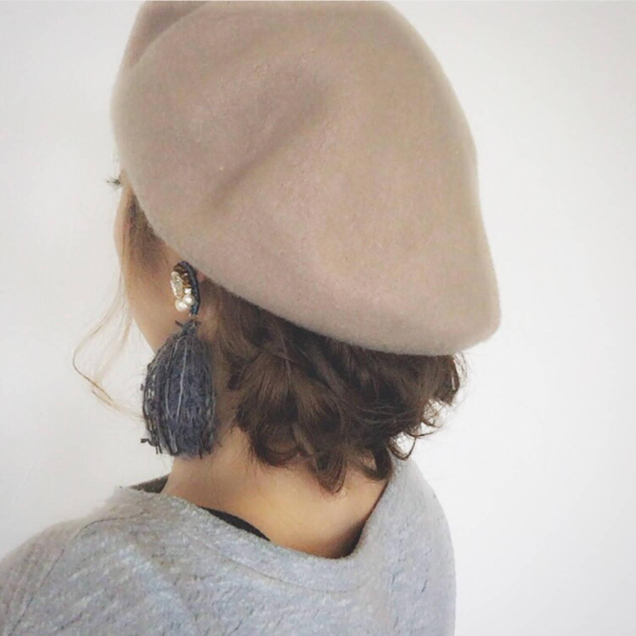 フィッシュボーン ロング ヘアアレンジ ベレー帽ヘアスタイルや髪型の写真・画像