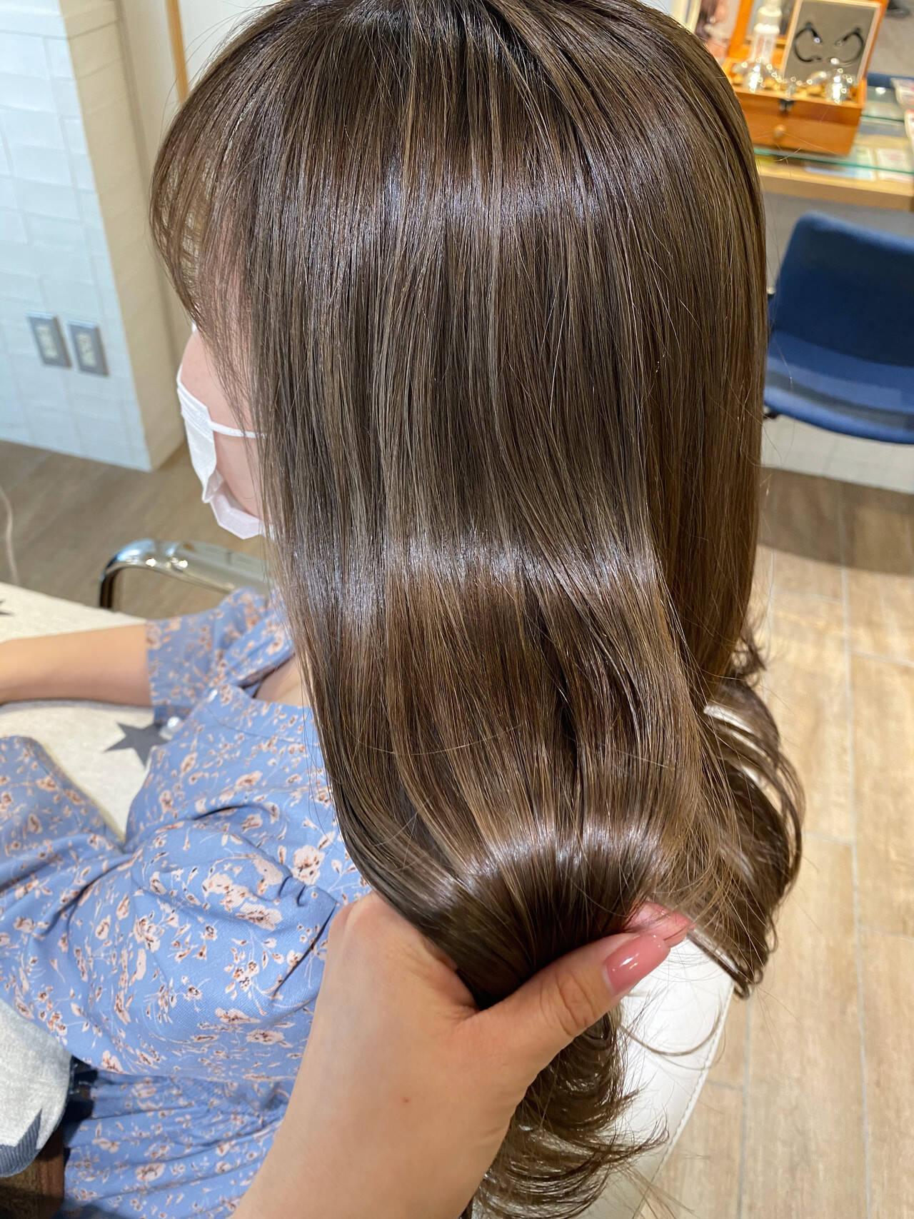 艶髪 透明感カラー ナチュラル ベージュヘアスタイルや髪型の写真・画像