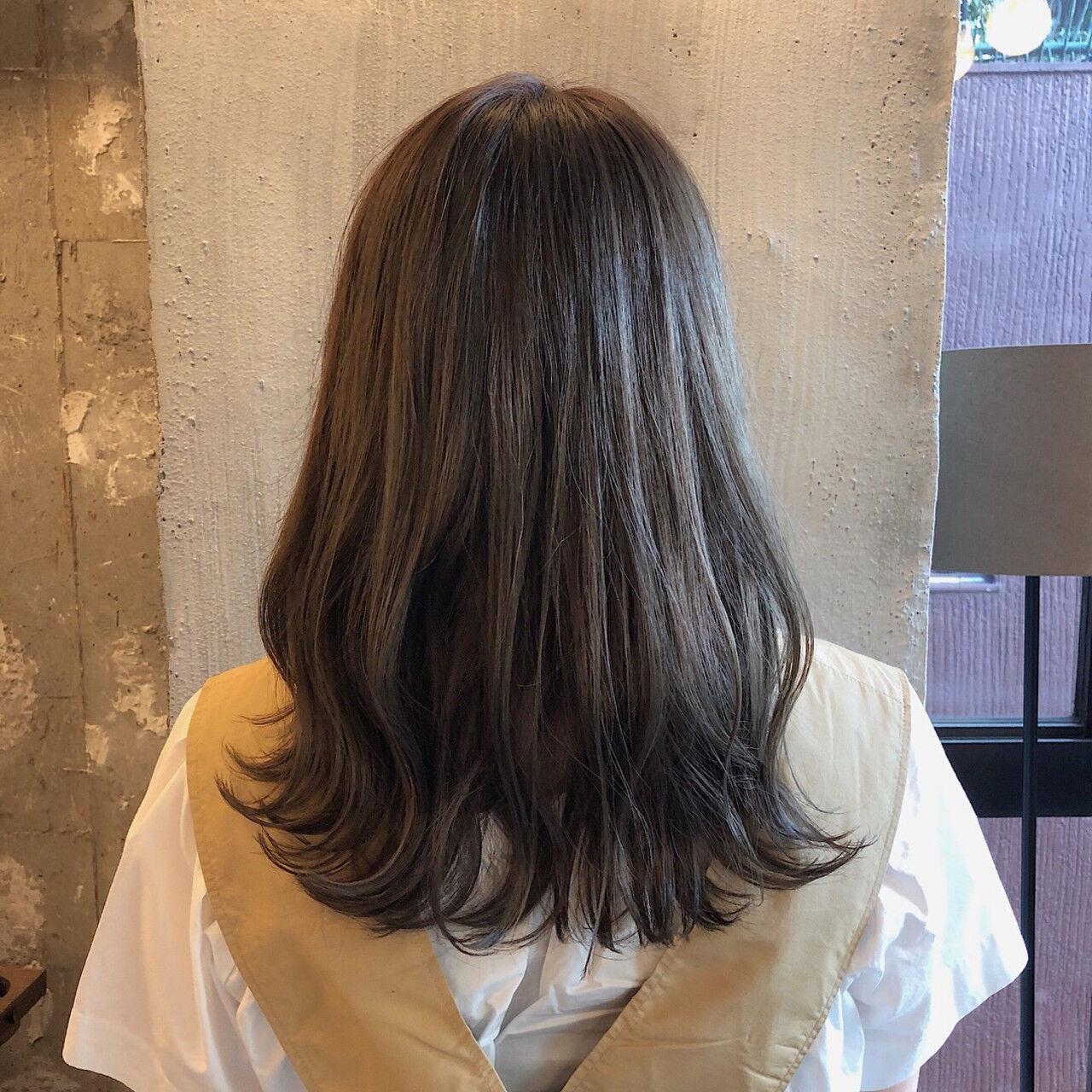 暗髪 ヘアアレンジ 外国人風カラー くすみカラーヘアスタイルや髪型の写真・画像
