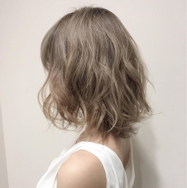 フェミニン ミルクティーベージュ ベージュ ガーリーヘアスタイルや髪型の写真・画像