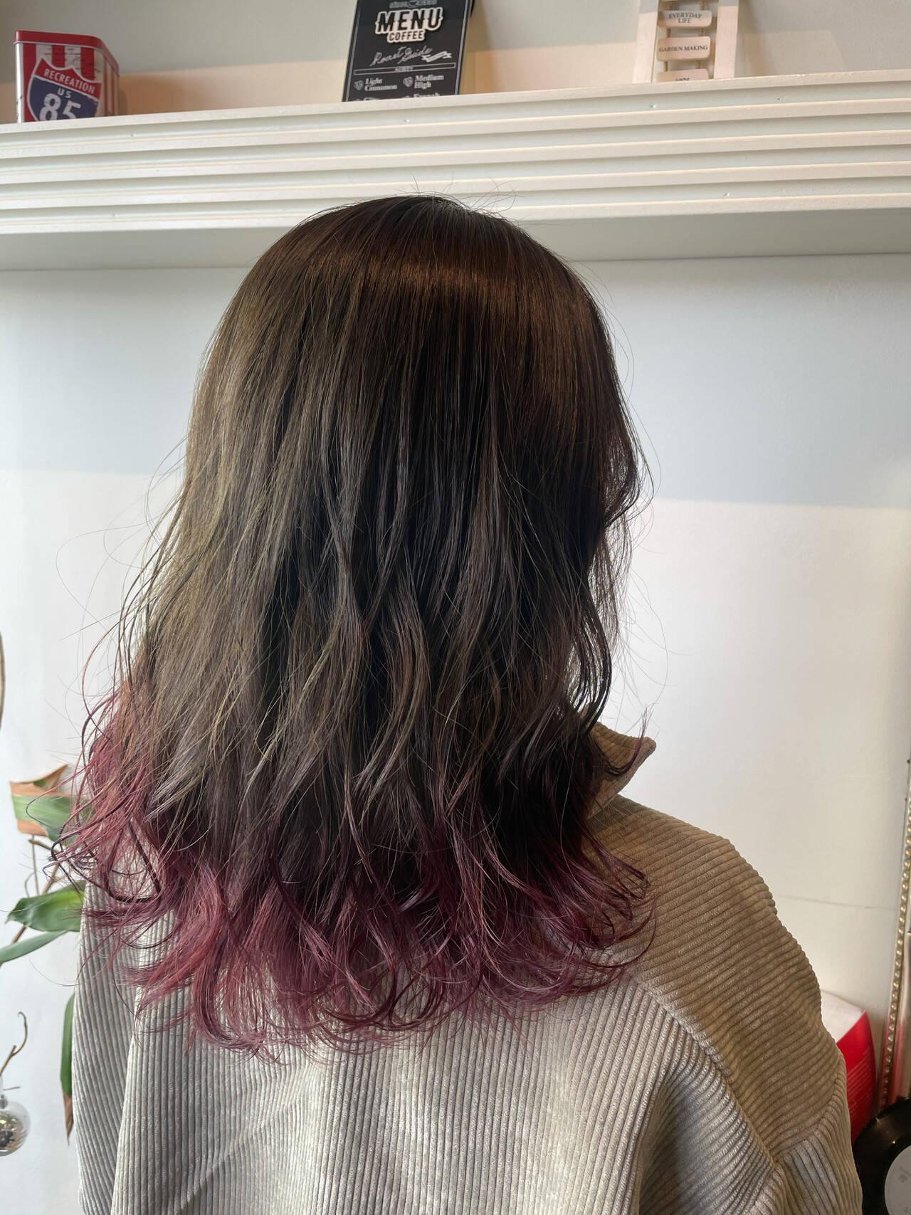 ピンクラベンダー 裾カラー セミロング ブリーチオンカラーヘアスタイルや髪型の写真・画像