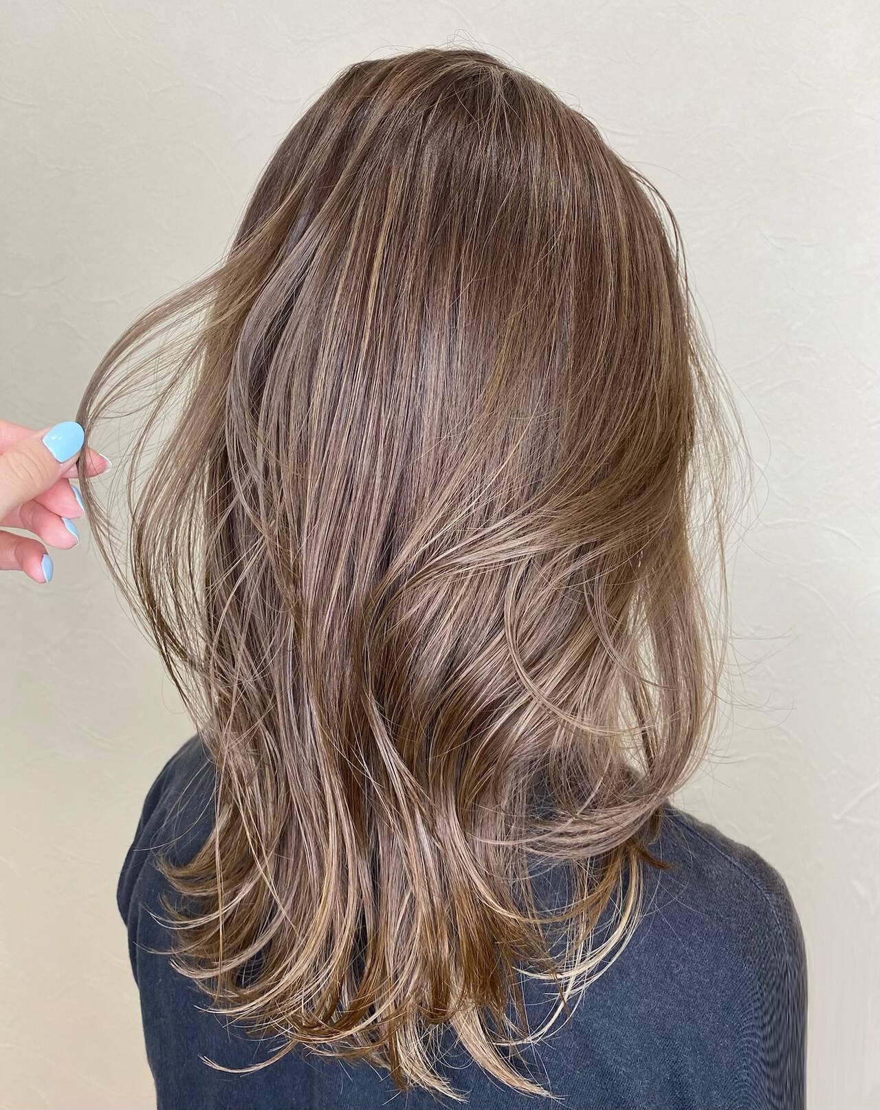 ハイライト ナチュラル セミロング 大人ハイライトヘアスタイルや髪型の写真・画像