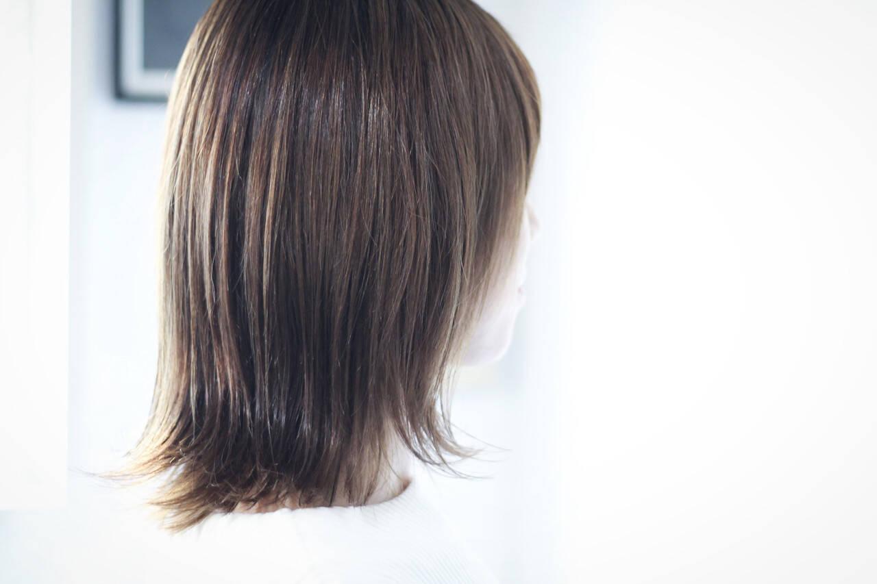 アッシュグレージュ セミロング ラベンダーグレージュ ホワイトグレージュヘアスタイルや髪型の写真・画像
