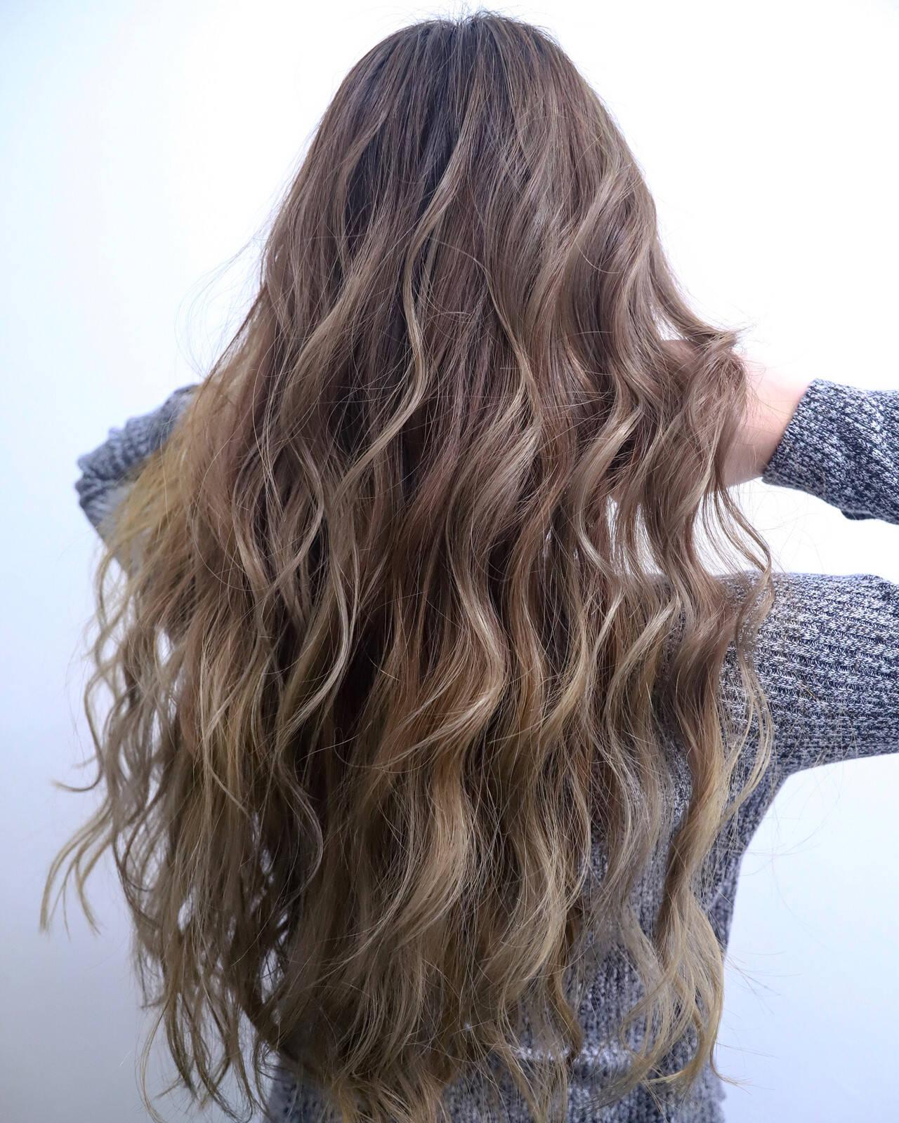 ナチュラル ヘアアレンジ グラデーションカラー ロングヘアスタイルや髪型の写真・画像