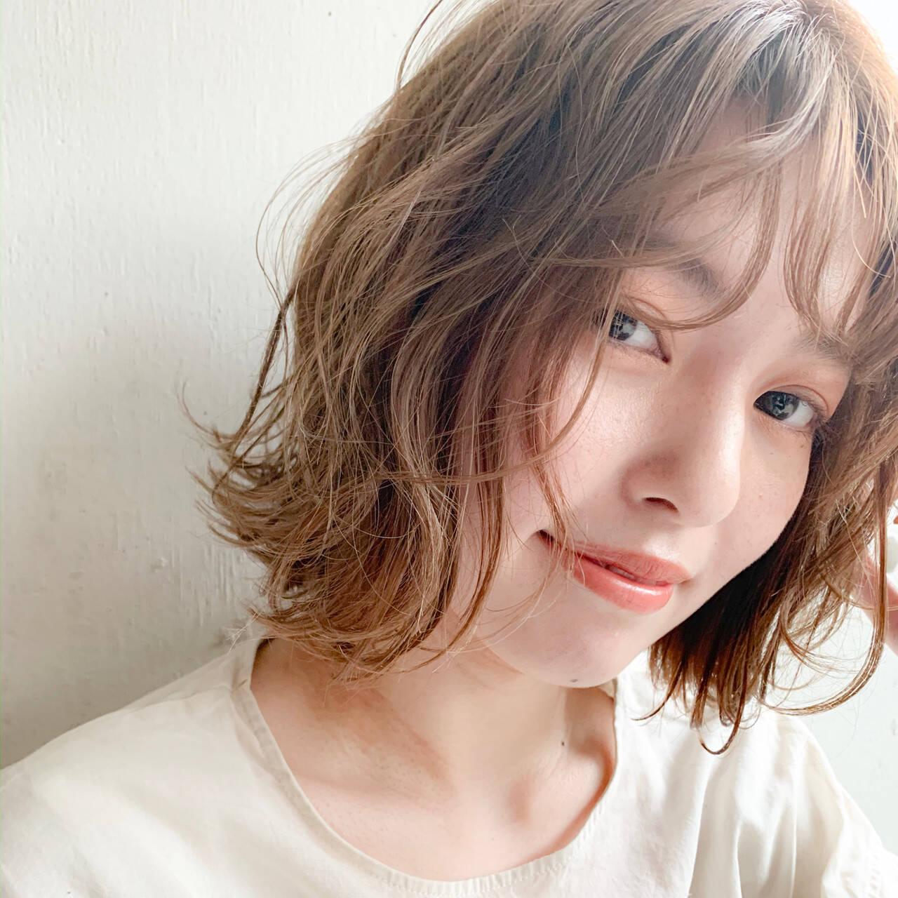 前髪 ヌーディベージュ インナーカラー ゆるふわパーマヘアスタイルや髪型の写真・画像