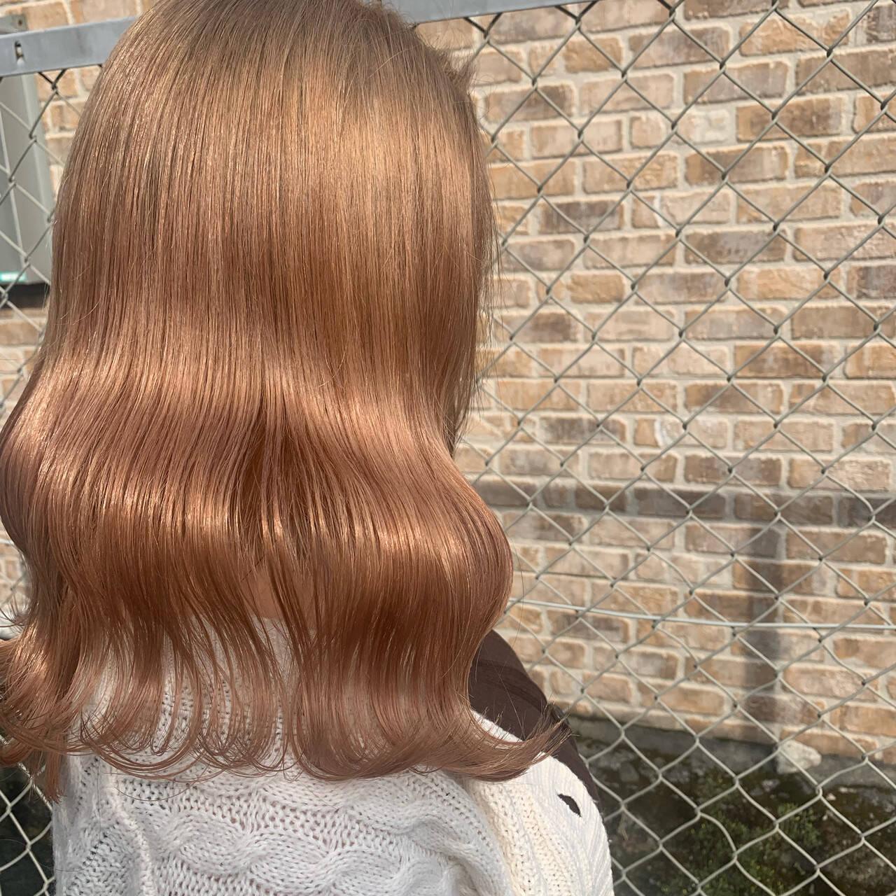 ロング フェミニン ピンクベージュ ハイトーンカラーヘアスタイルや髪型の写真・画像