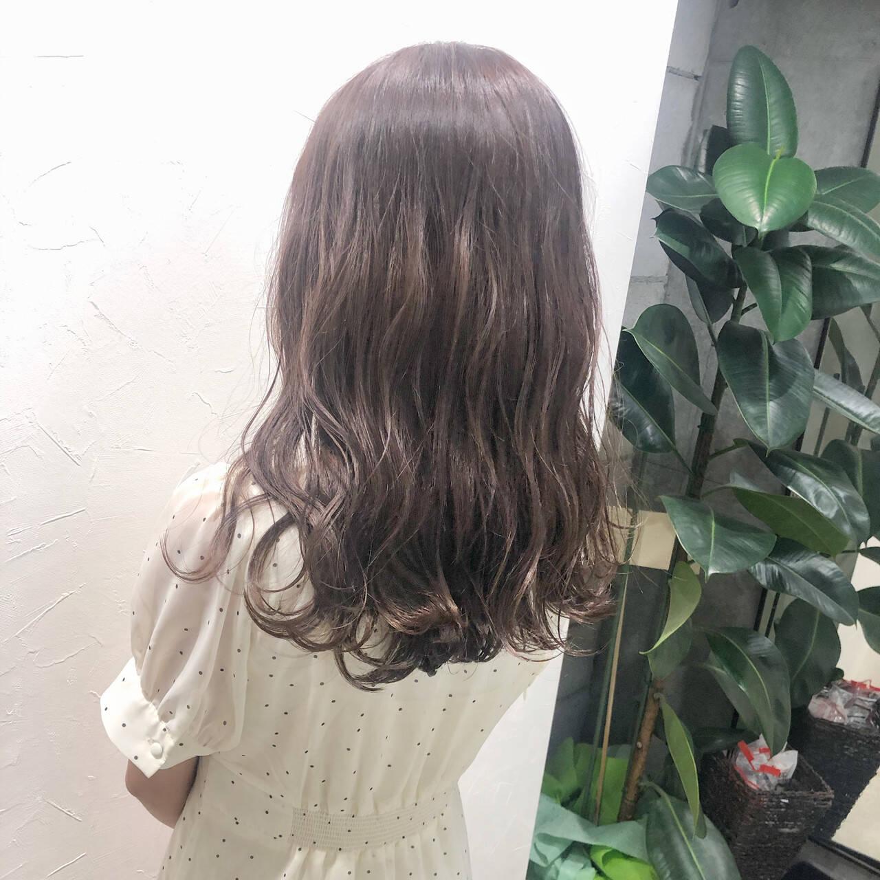 ミルクティーブラウン ブランジュ 透け感ヘア ミルクティーベージュヘアスタイルや髪型の写真・画像
