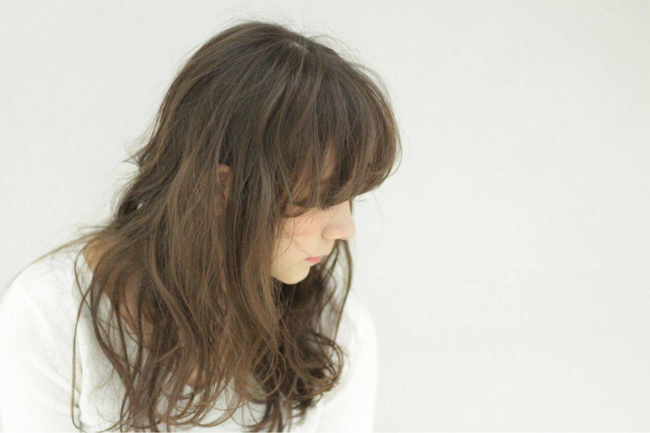 ロング ガーリー 外国人風 シースルーバングヘアスタイルや髪型の写真・画像