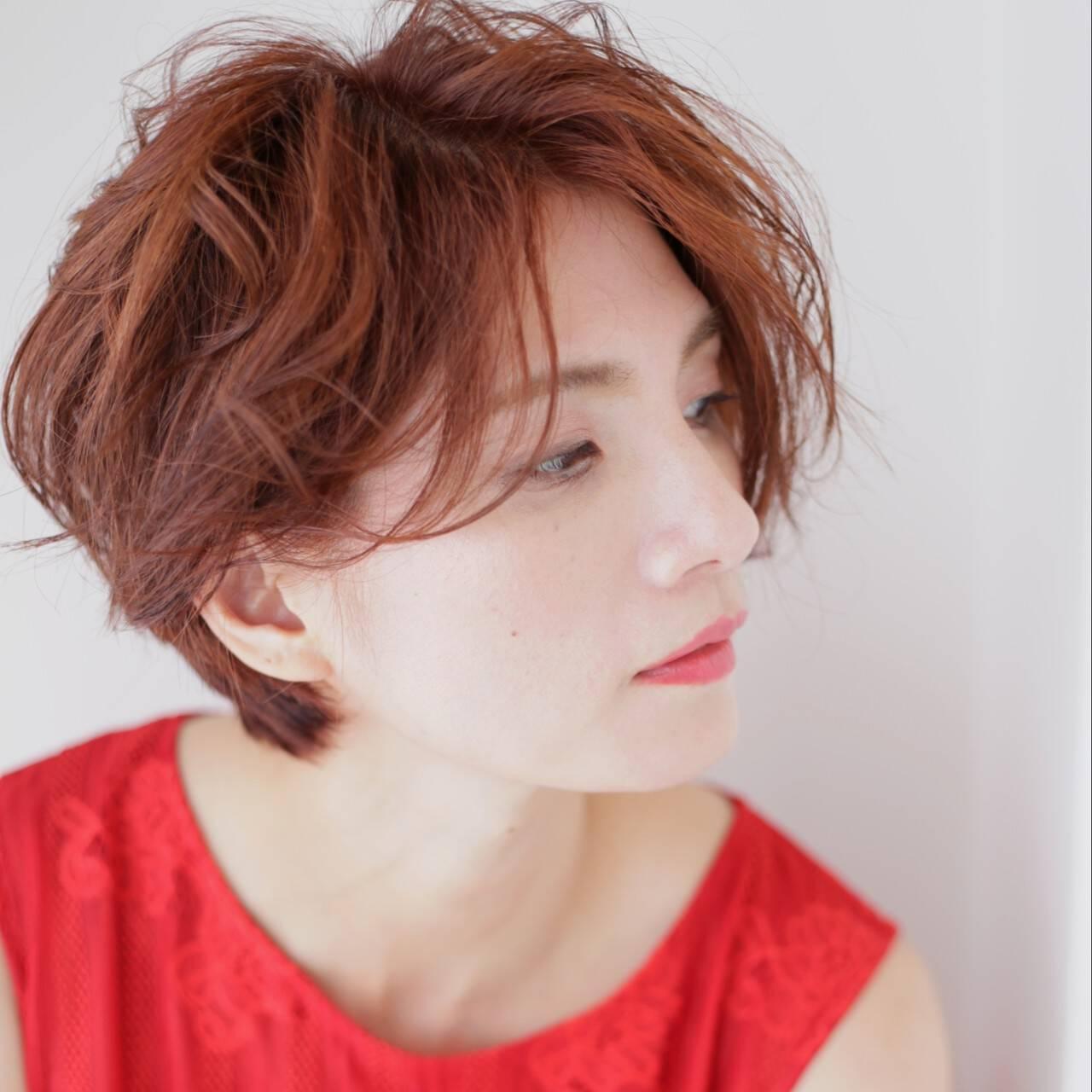 カッパー ショートヘア ショート ウェーブヘアスタイルや髪型の写真・画像