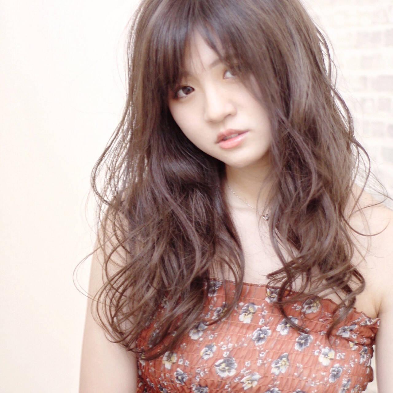 ロング バレイヤージュ インナーカラー ナチュラルヘアスタイルや髪型の写真・画像