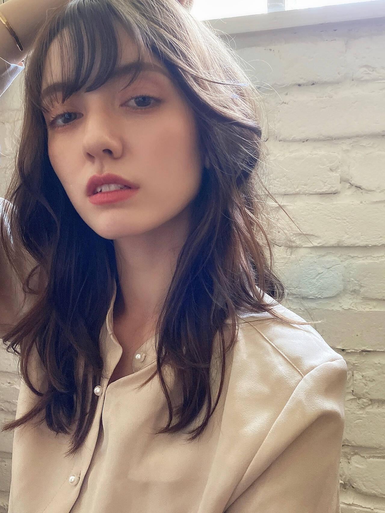 ロングヘア デジタルパーマ ナチュラル グレージュヘアスタイルや髪型の写真・画像