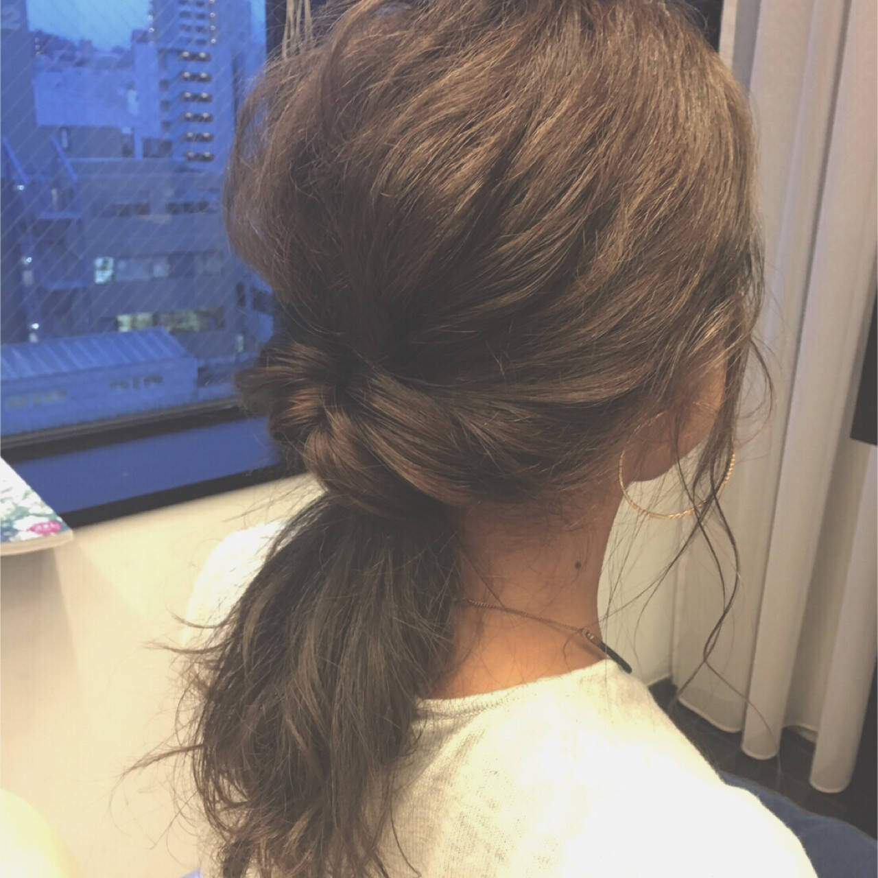 セミロング 暗髪 簡単ヘアアレンジ 大人かわいいヘアスタイルや髪型の写真・画像