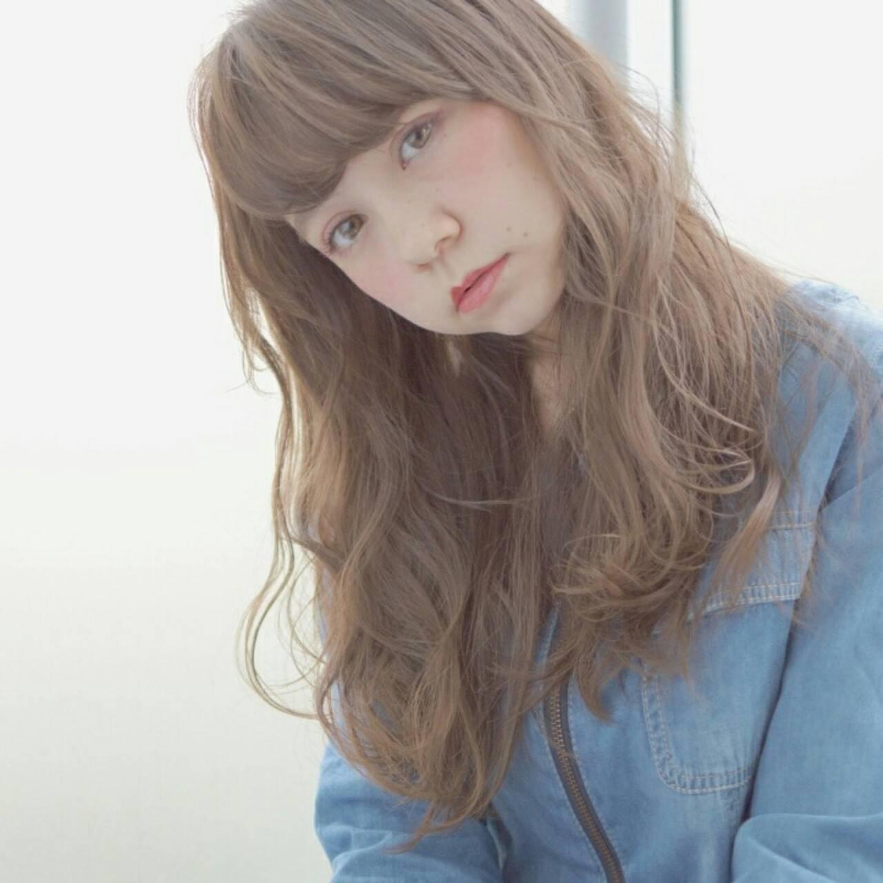 フェミニン レイヤーカット アッシュ セミロングヘアスタイルや髪型の写真・画像