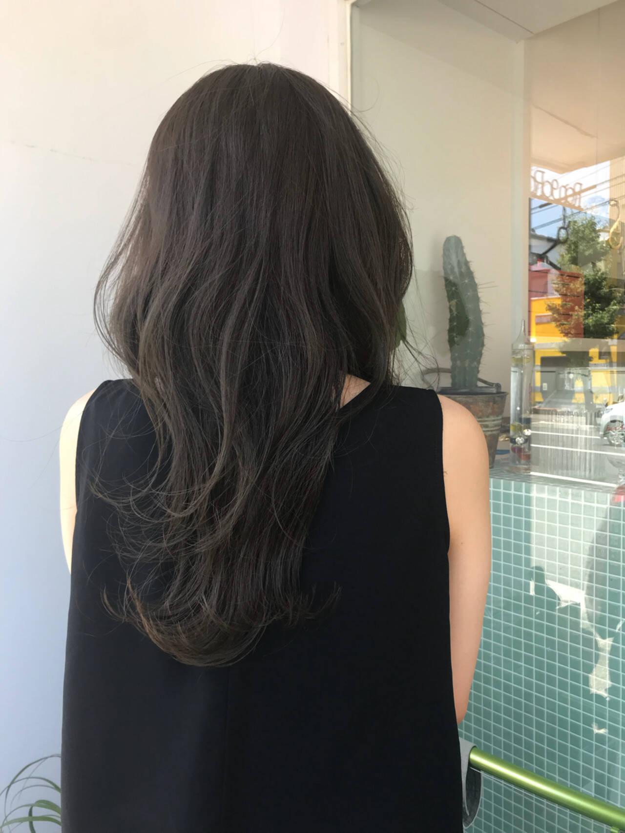 オフィス セミロング ブルーアッシュ イルミナカラーヘアスタイルや髪型の写真・画像