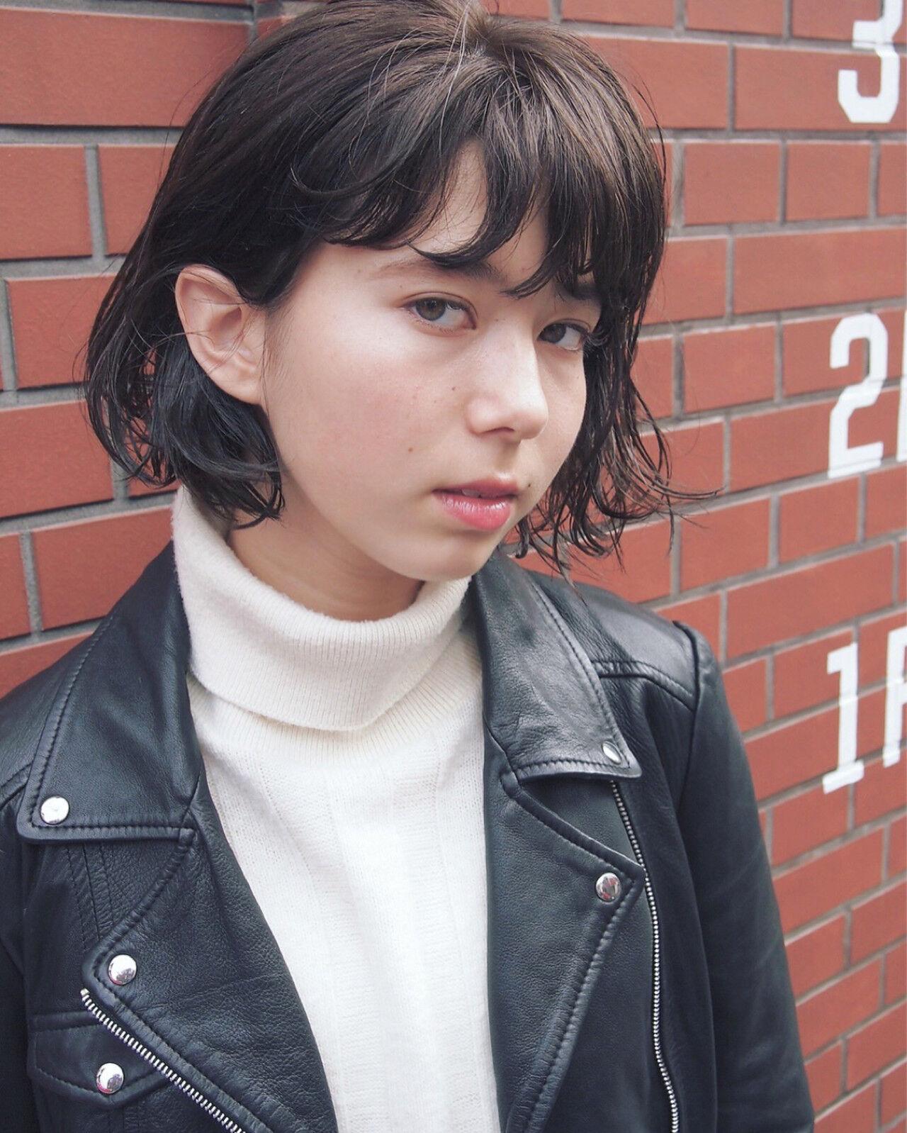 大人女子 暗髪 色気 小顔ヘアスタイルや髪型の写真・画像