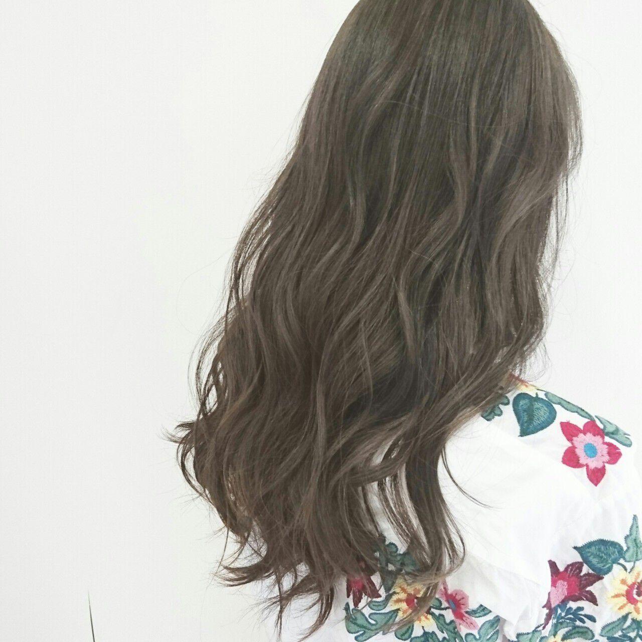 アッシュグレージュ 大人かわいい ロング ナチュラルヘアスタイルや髪型の写真・画像