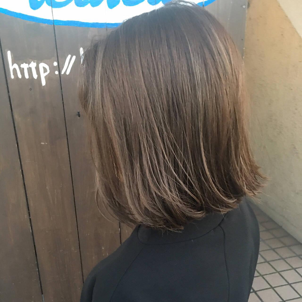 ボブ 地毛風カラー 切りっぱなしボブ フェミニンヘアスタイルや髪型の写真・画像