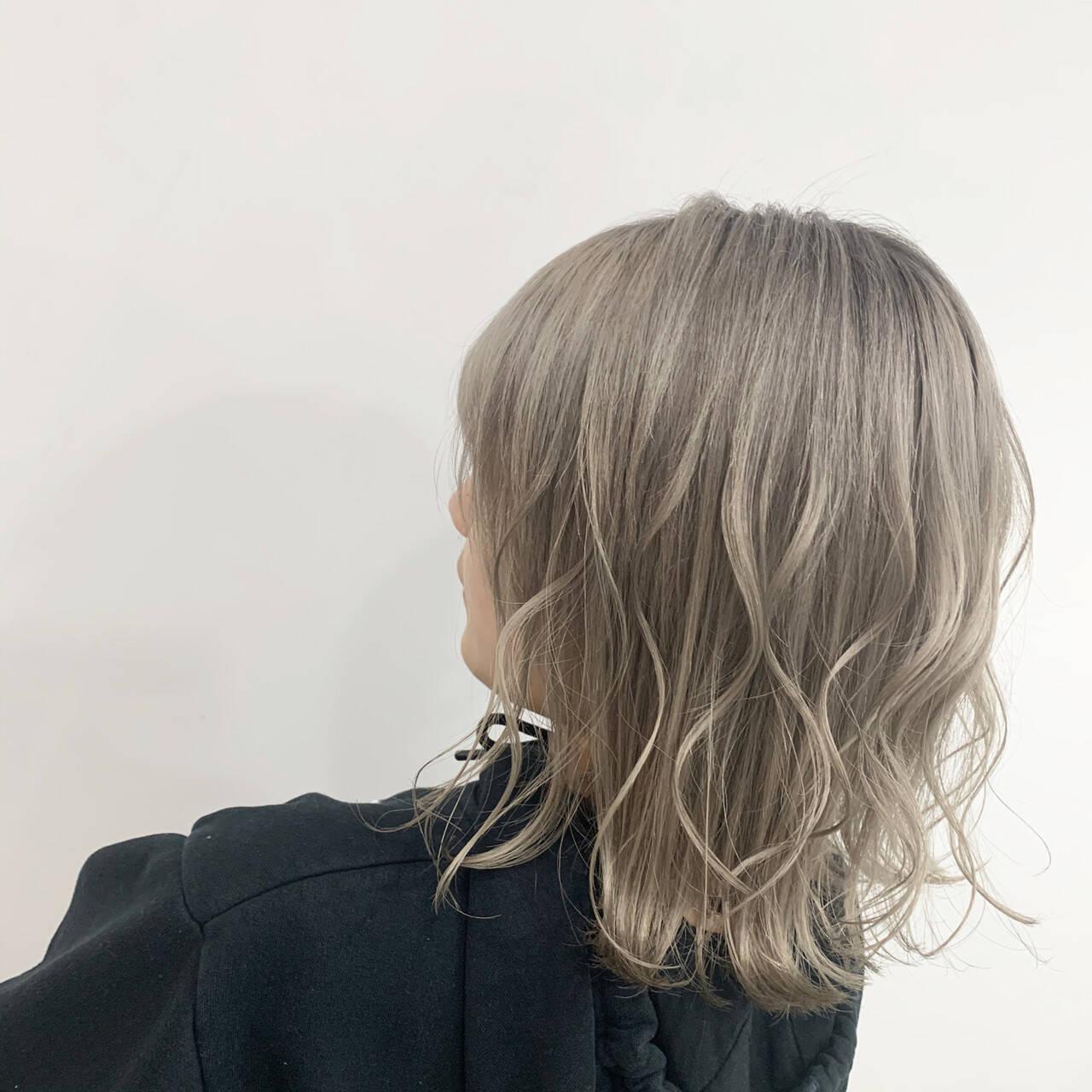 コテ巻き N.オイル ブリーチ ホワイトカラーヘアスタイルや髪型の写真・画像