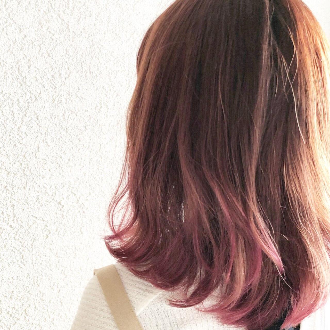 ミディアム デート グラデーションカラー ガーリーヘアスタイルや髪型の写真・画像